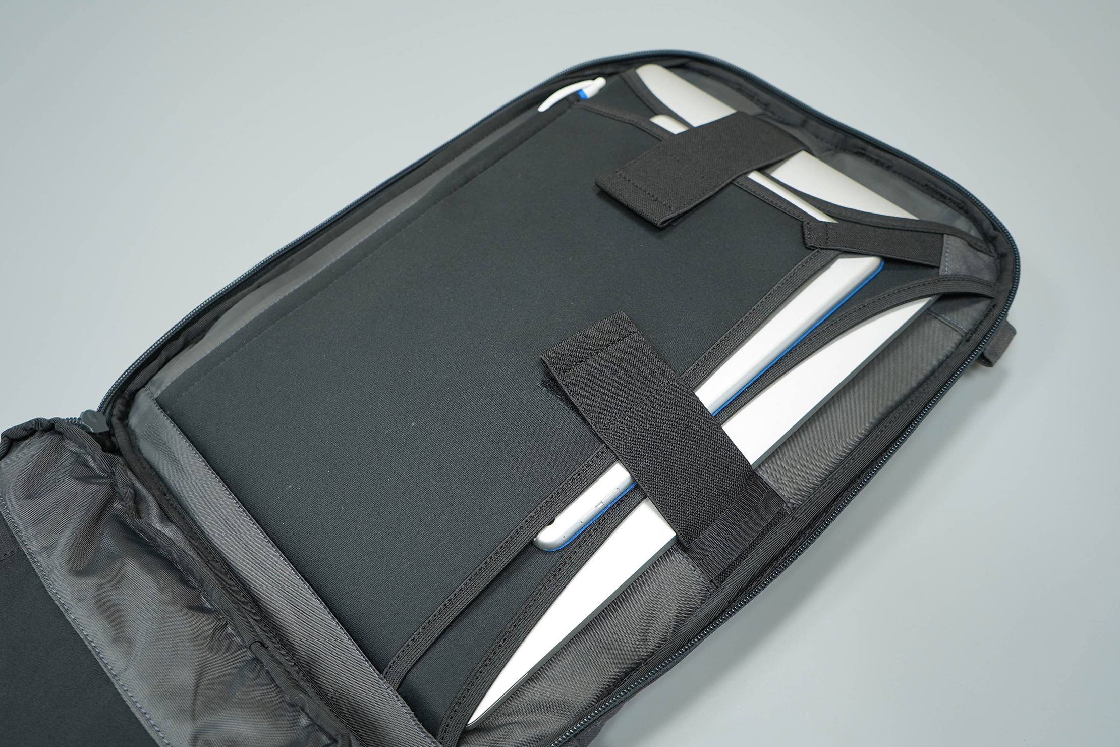 Minaal Daily Bag Laptop Compartment