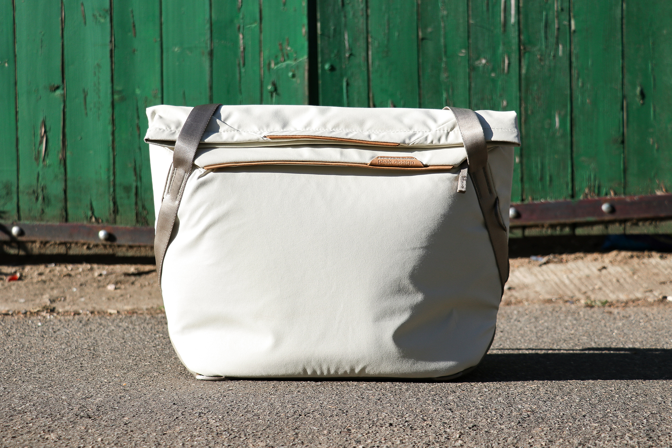 Peak Design Everyday Tote 15L V2 Standing Up On Its Own