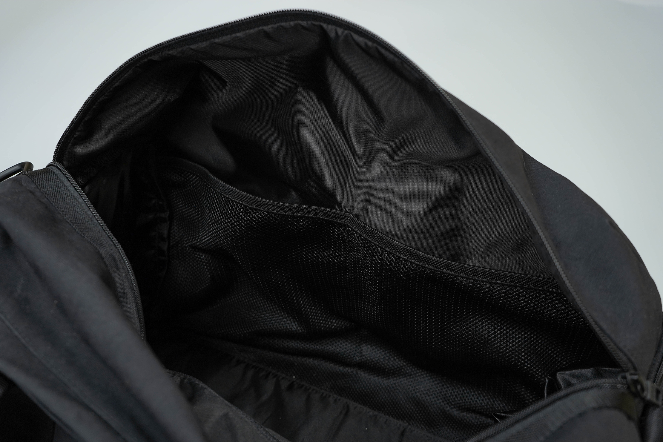 lululemon Command The Day Duffel 37L Inside Mesh Pockets