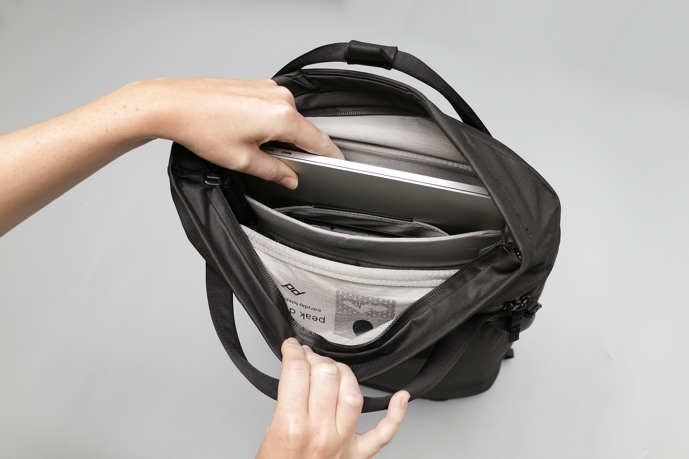 Peak Design Everyday Totepack V2 Laptop Compartment