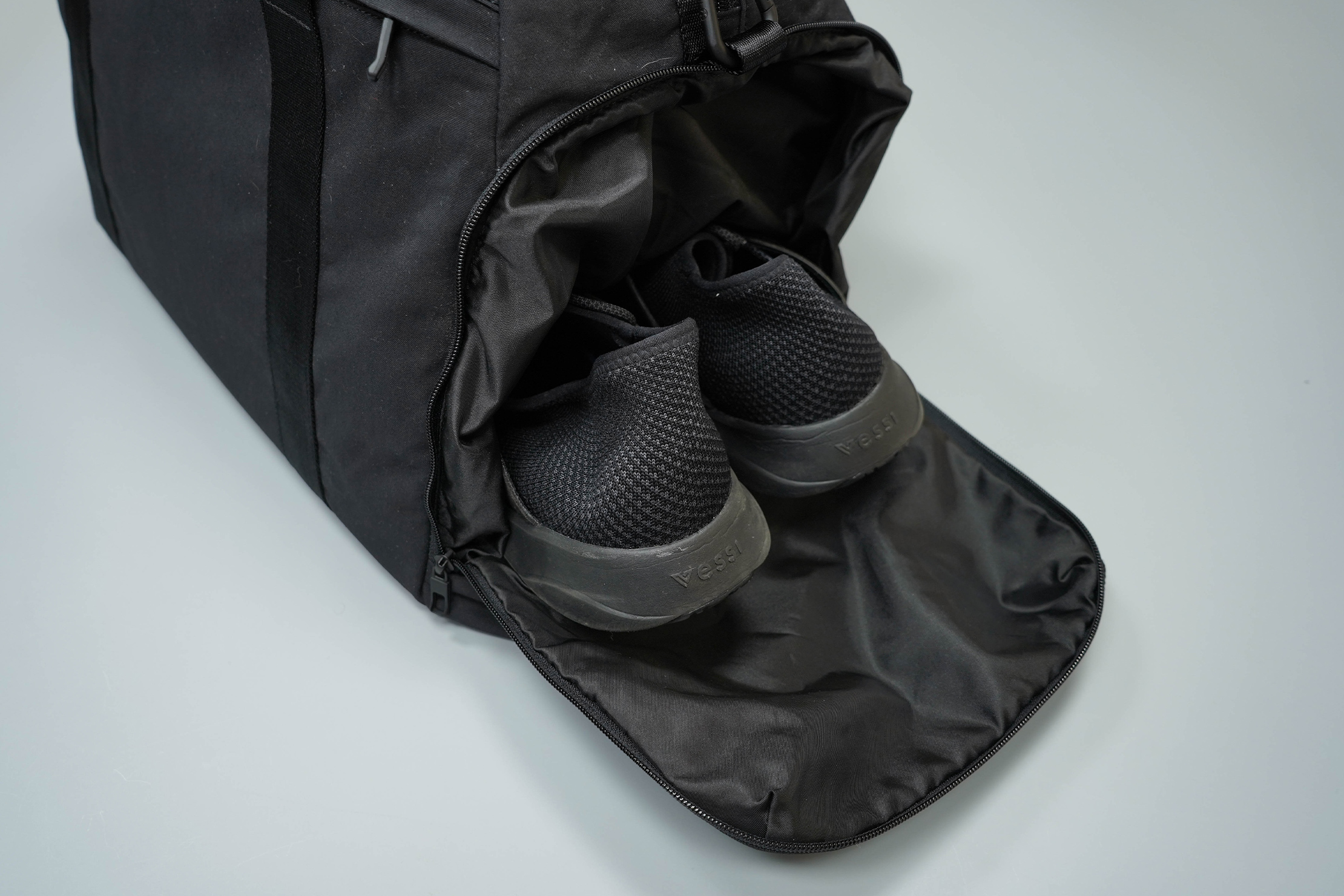 lululemon Command The Day Duffel 37L Shoe Compartment