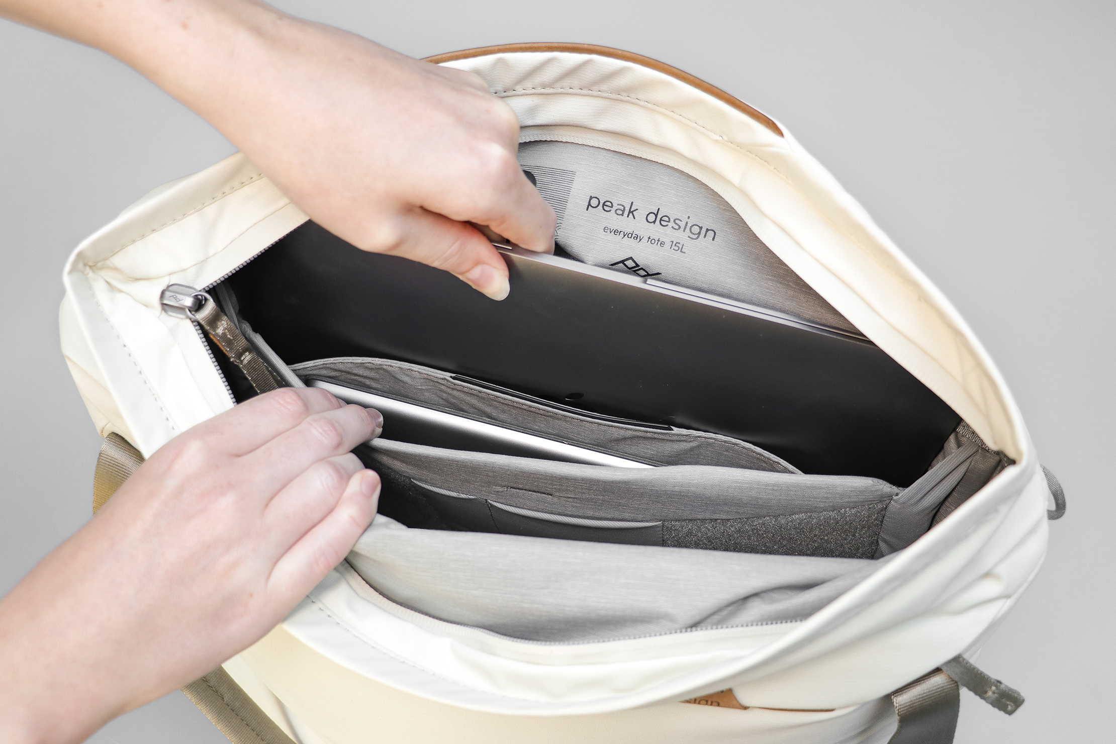 Peak Design Everyday Tote 15L V2 Laptop And Tablet Sleeves