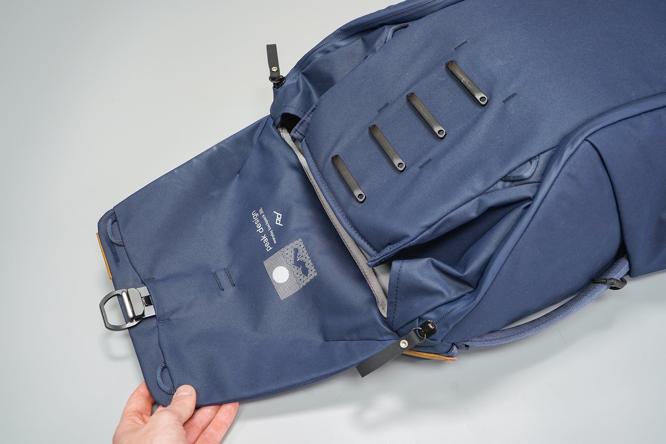Peak Design Everyday Backpack 30L (V2) Top Opening & MagLatch Rails