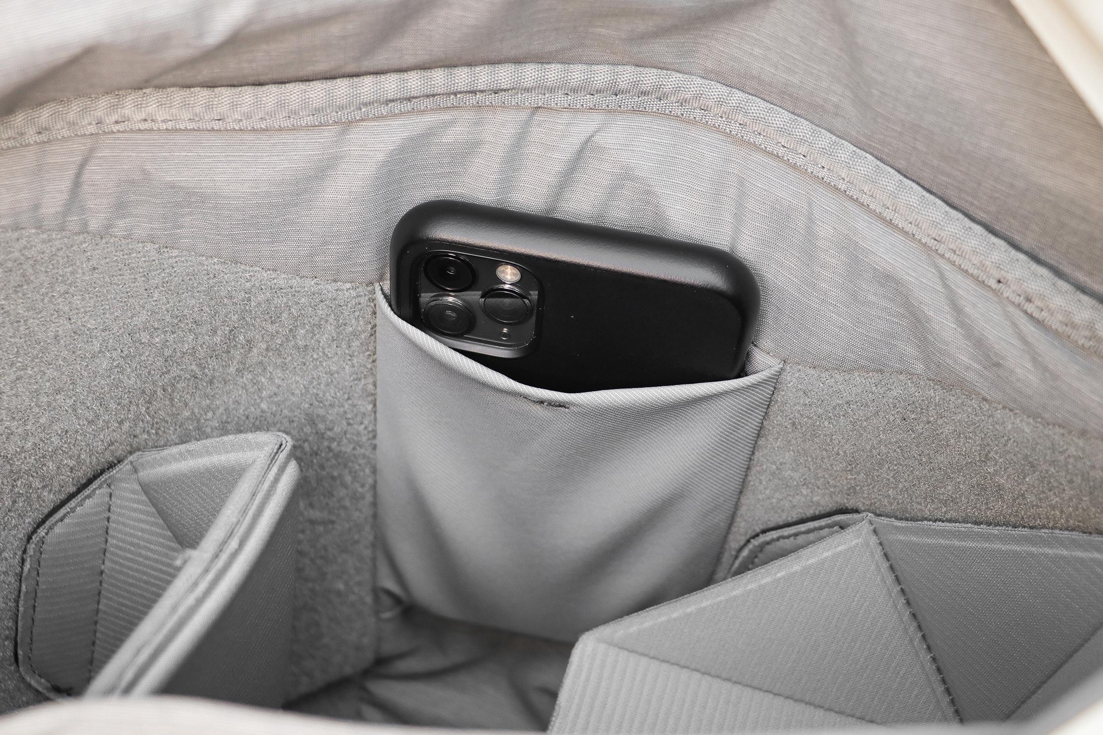 Peak Design Everyday Tote 15L V2 Phone Pocket