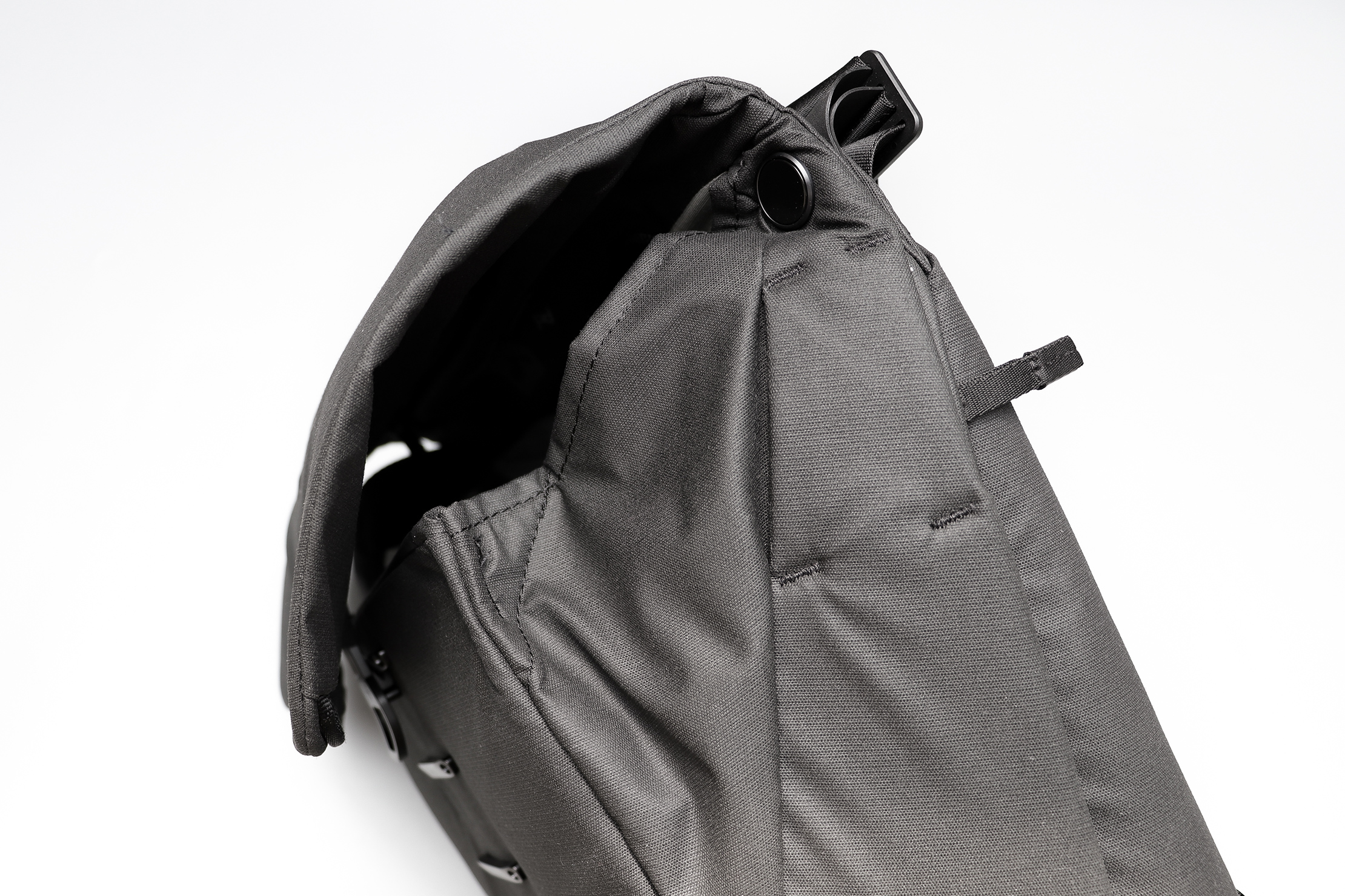 Peak Design Everyday Messenger 13L V2 Gaps At The Top