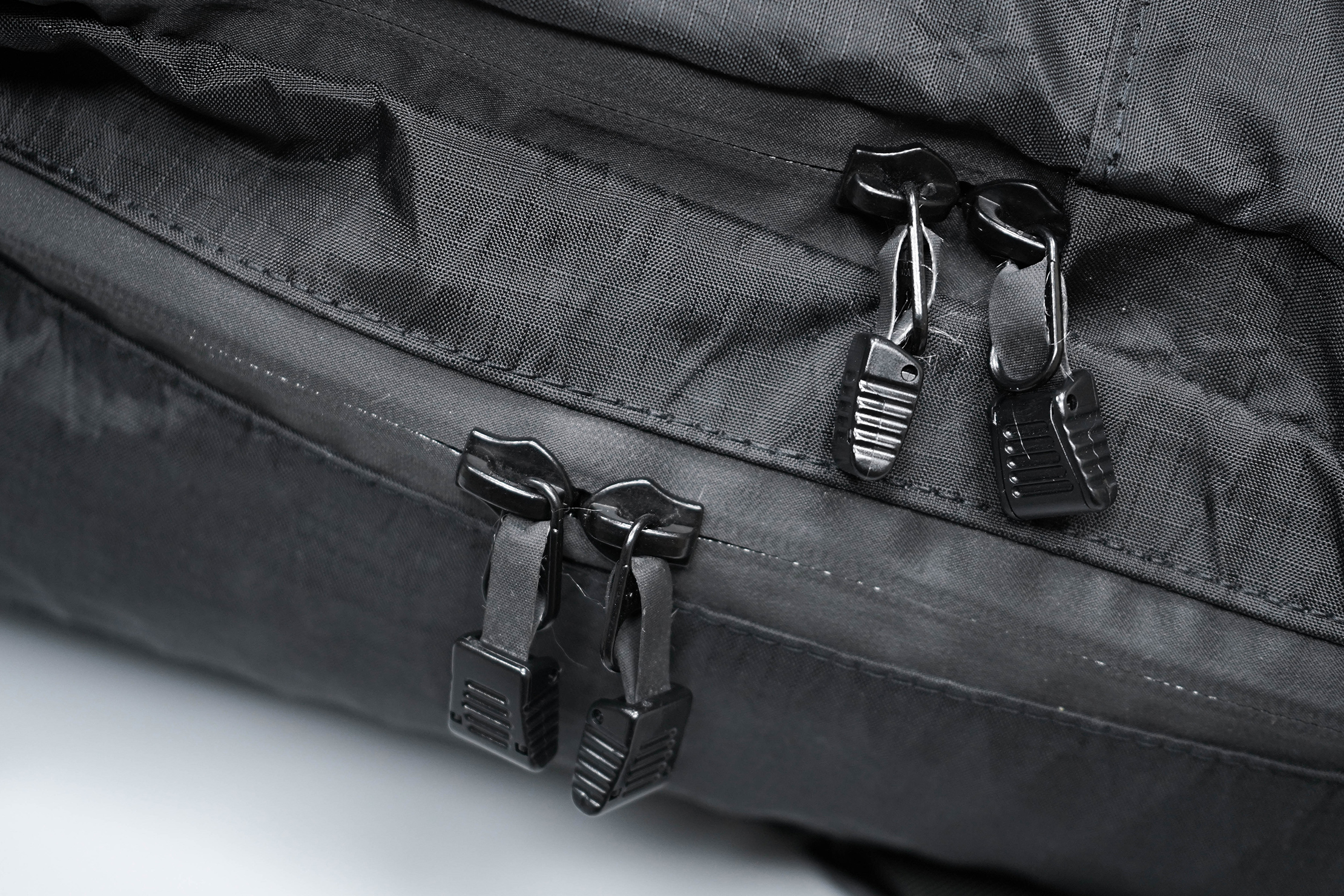 Triple Aught Design Axiom 24 Pack Zippers