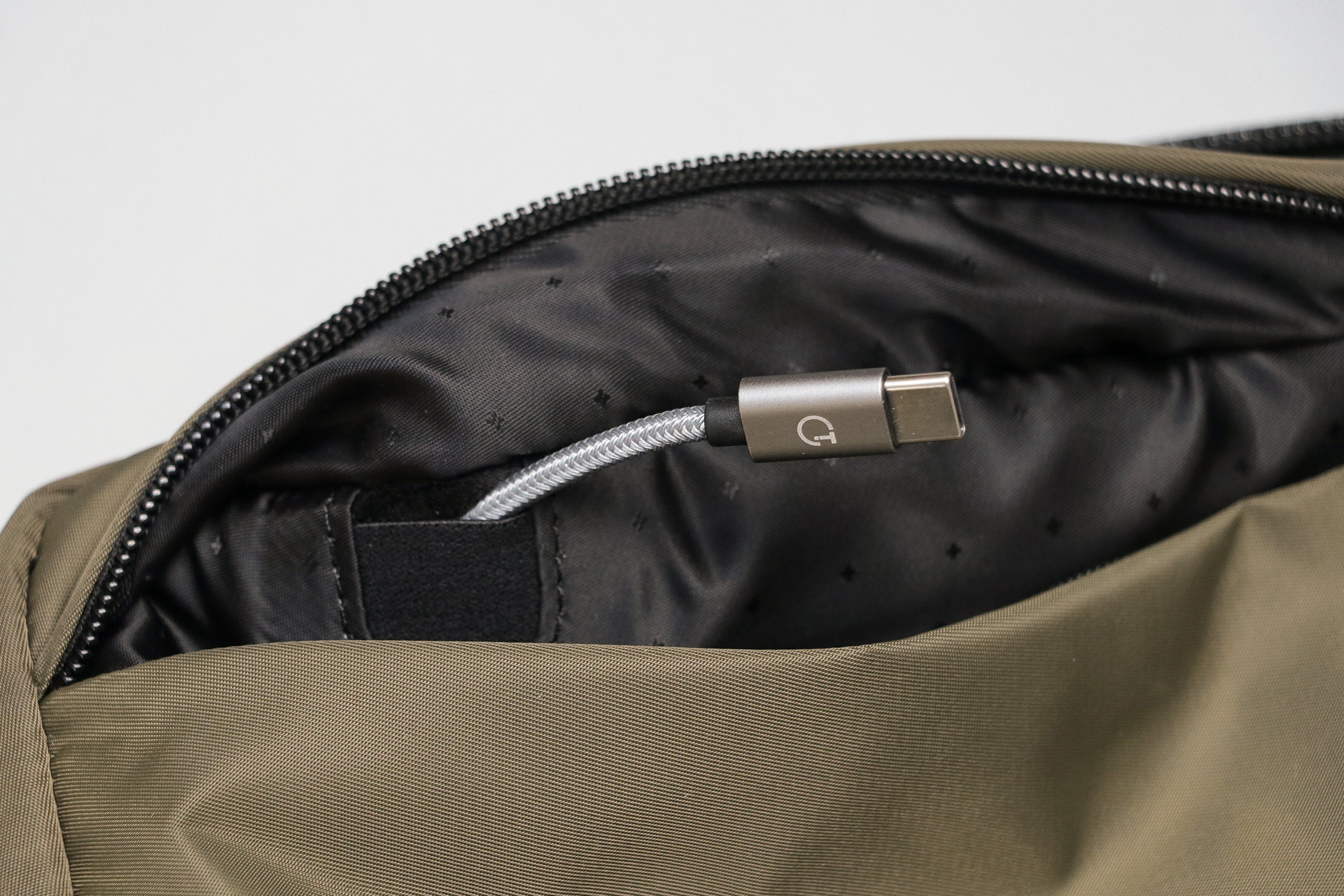 Incase Nylon Accessory Organizer Front Pocket Passthrough