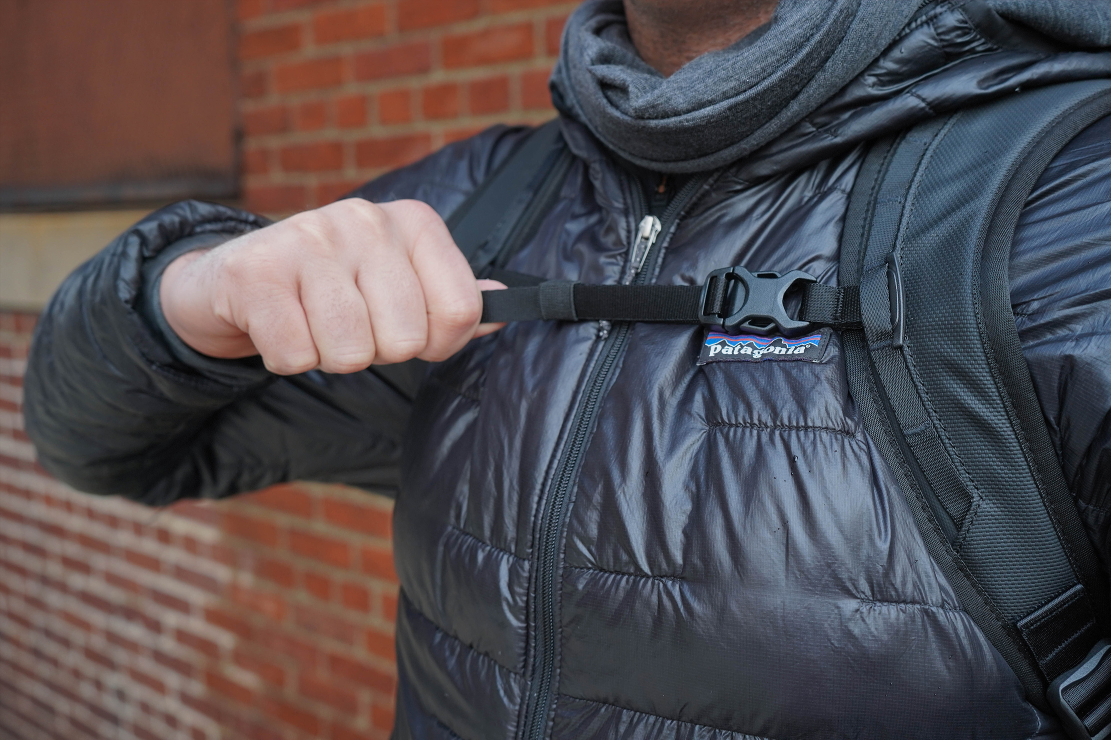 WANDRD DUO Daypack Sternum Strap Adjustment