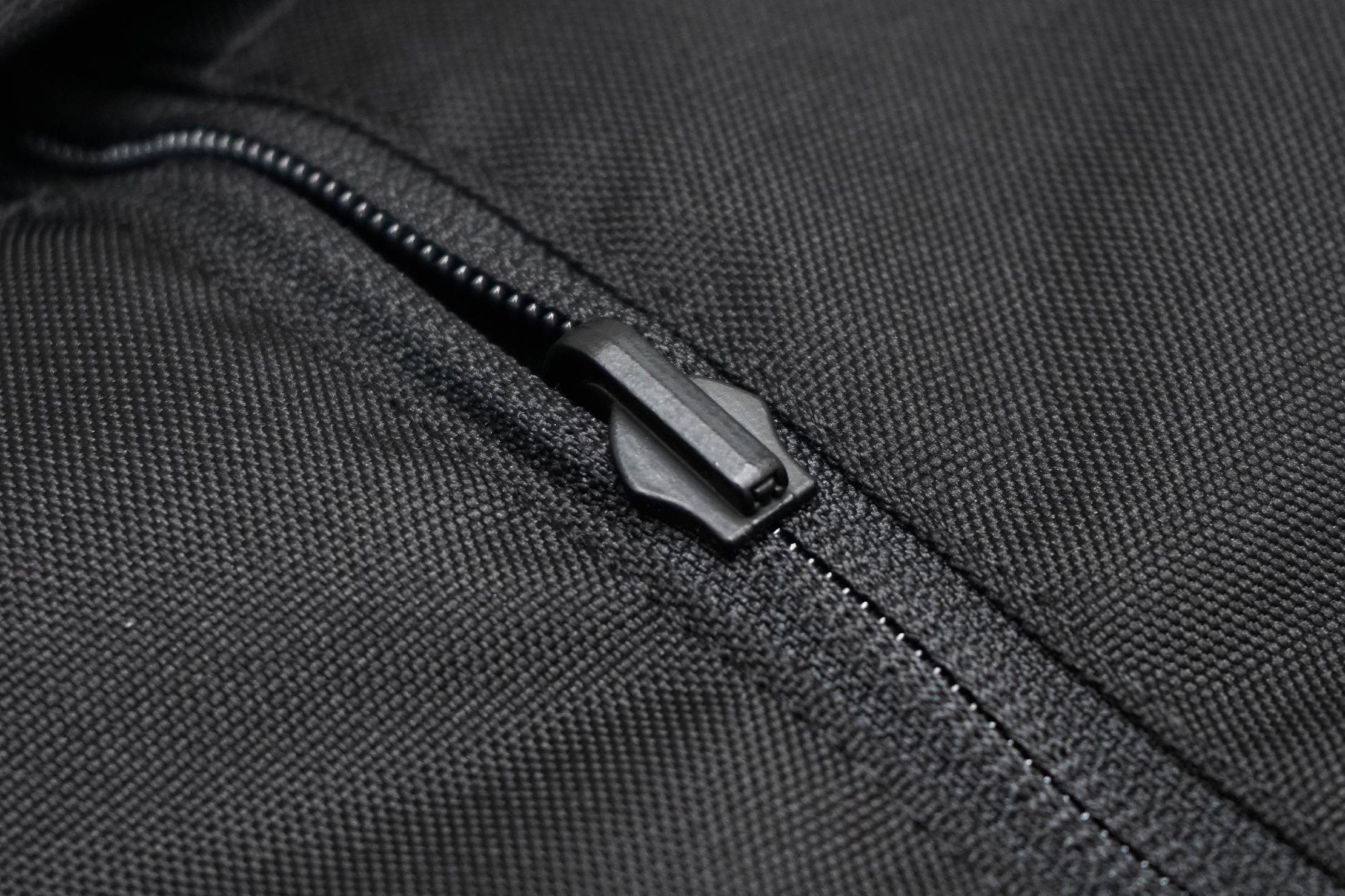 Minaal Rolltop Bag Front Zipper Secured