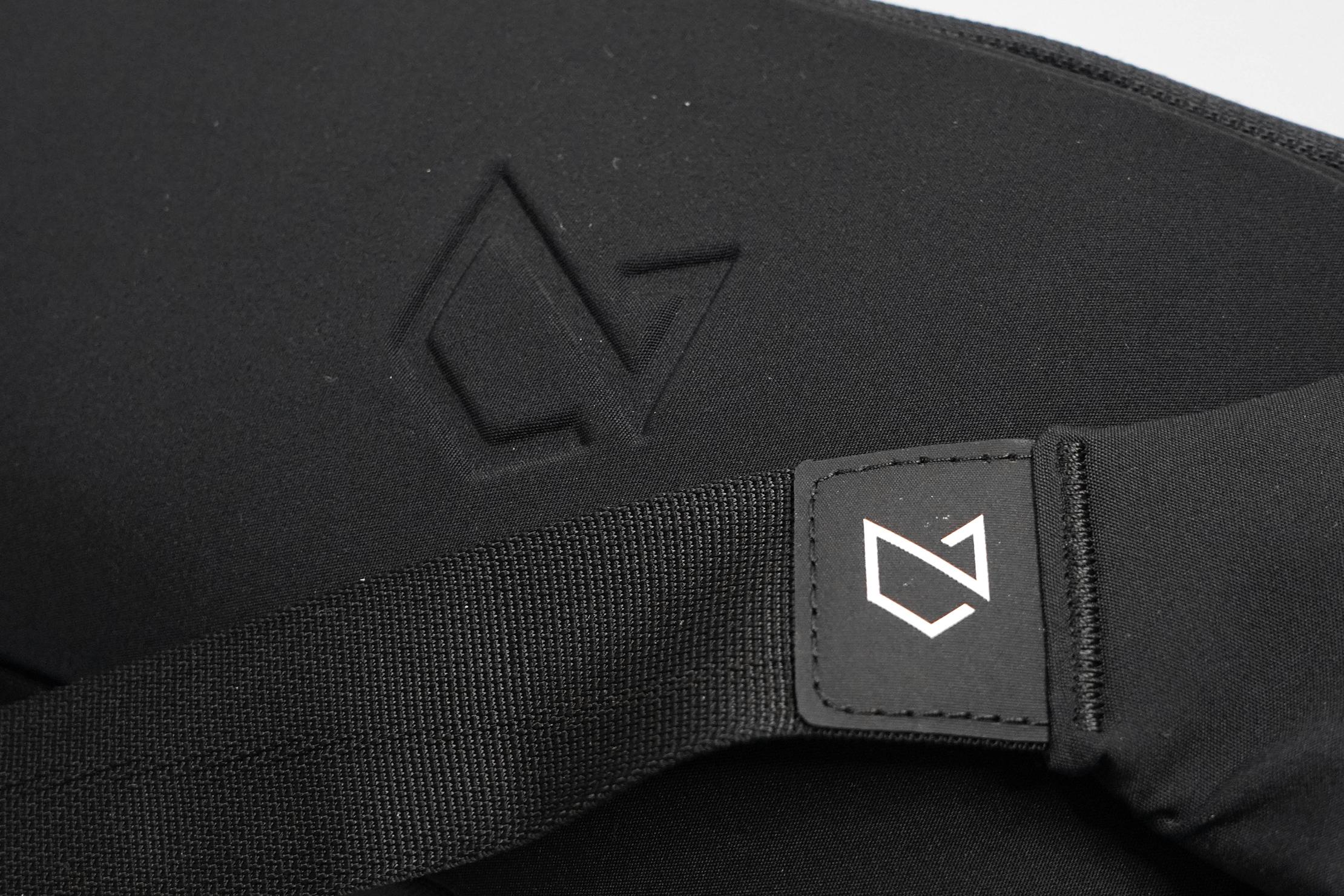 Minaal Crossbody Bag Logo