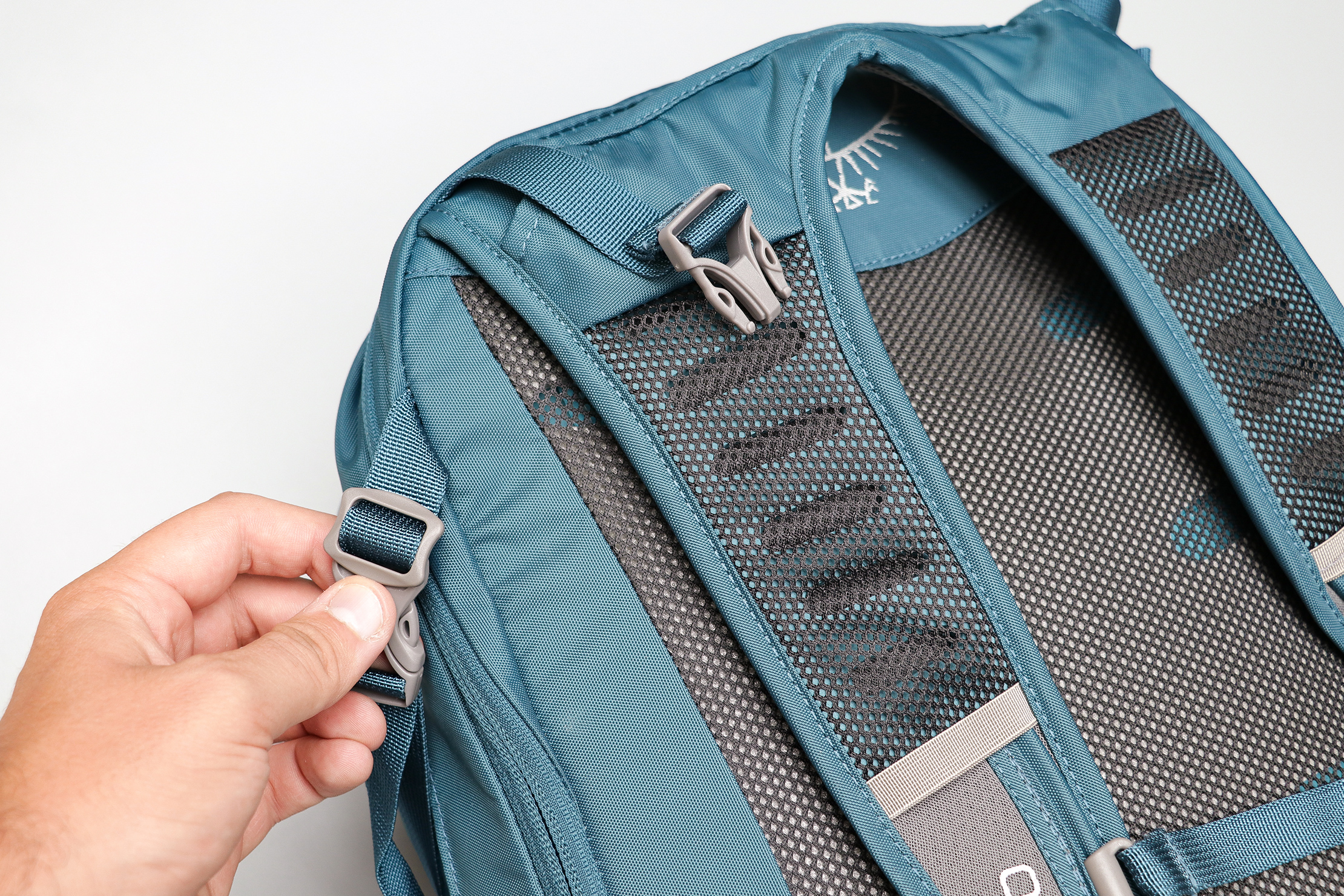 Osprey Daylite Travel Pack Attachment Points To A Larger Pack
