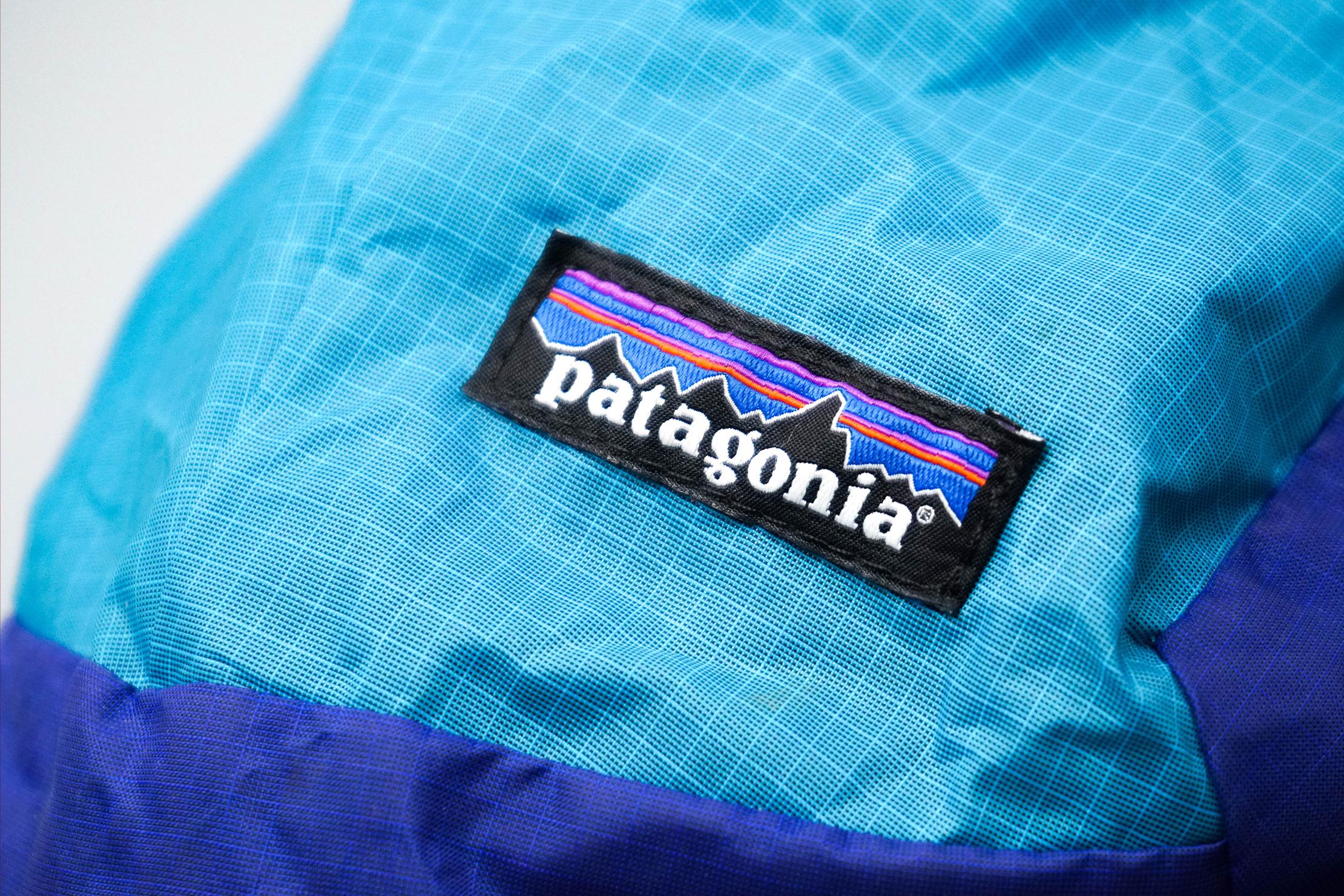 Patagonia Ultralight Black Hole Sling 8L Logo