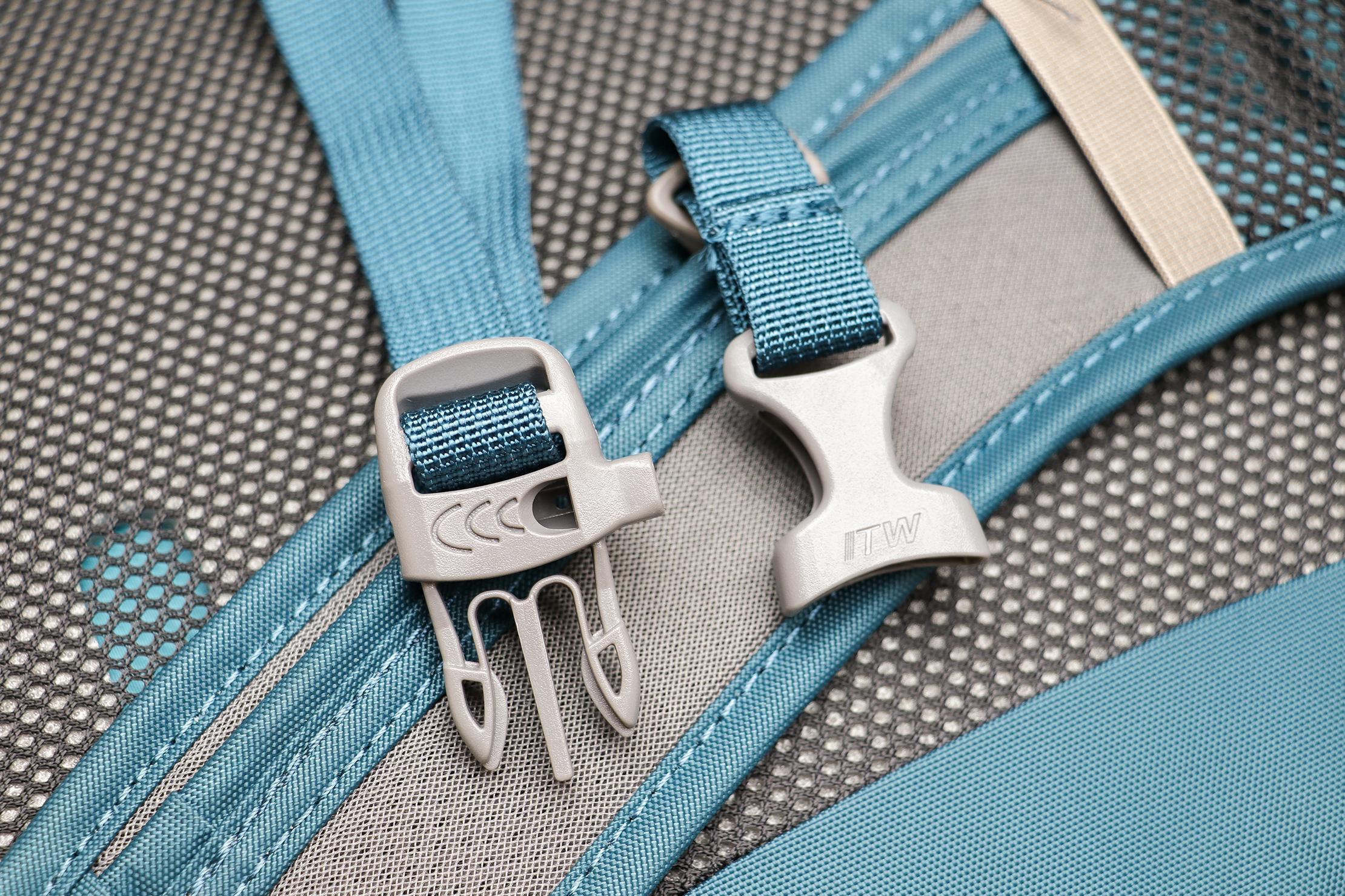 Osprey Daylite Travel Pack Buckles