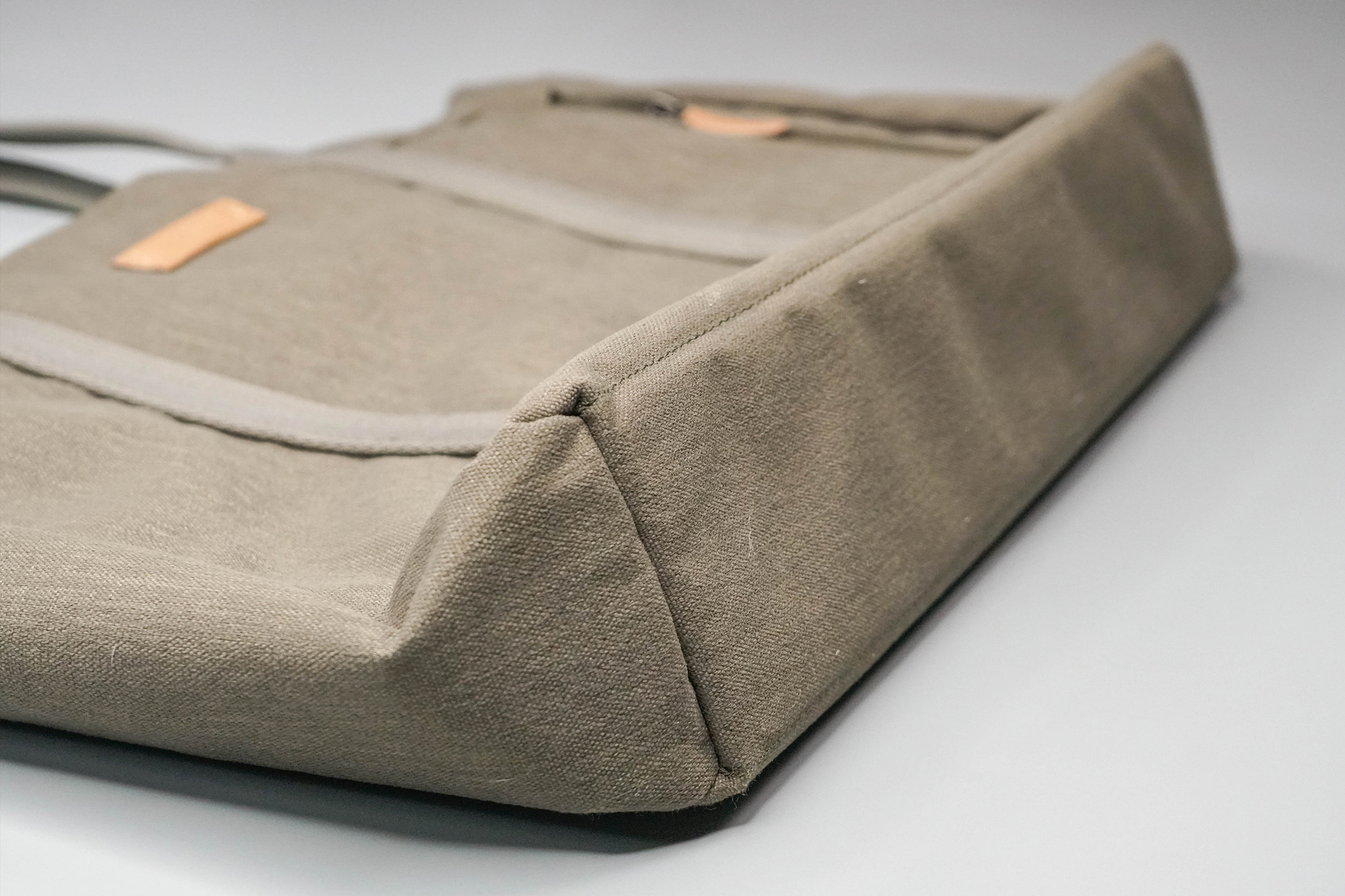 Bellroy Classic Tote Bottom
