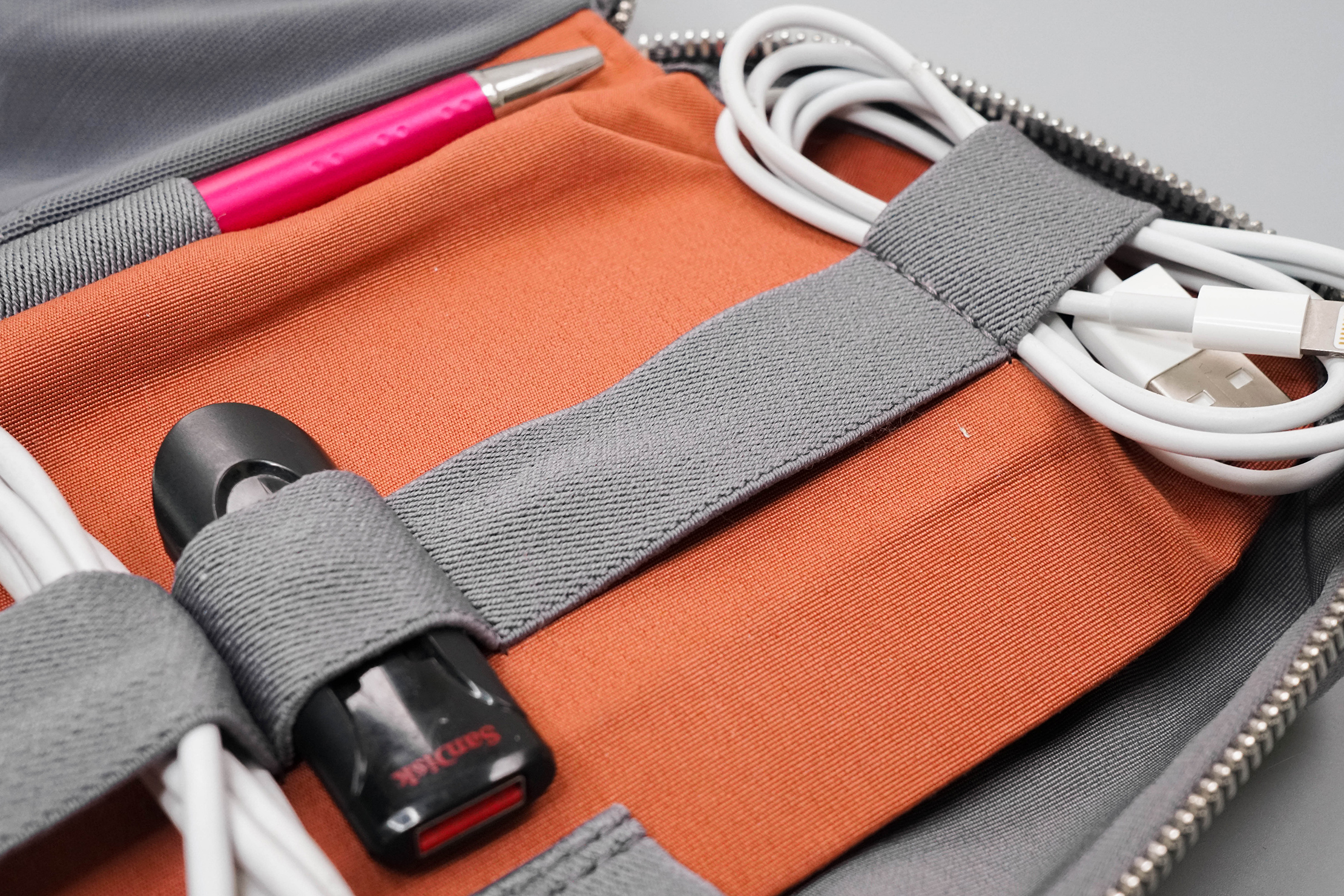 Bellroy Tech Kit Stretching on Elastic