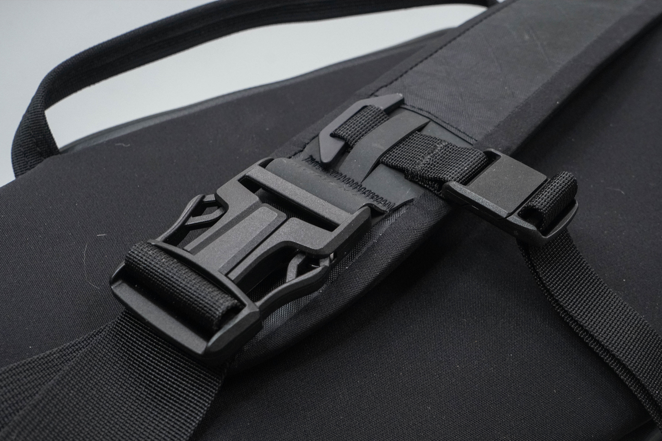 Moment Rugged Camera Sling 6L Buckles