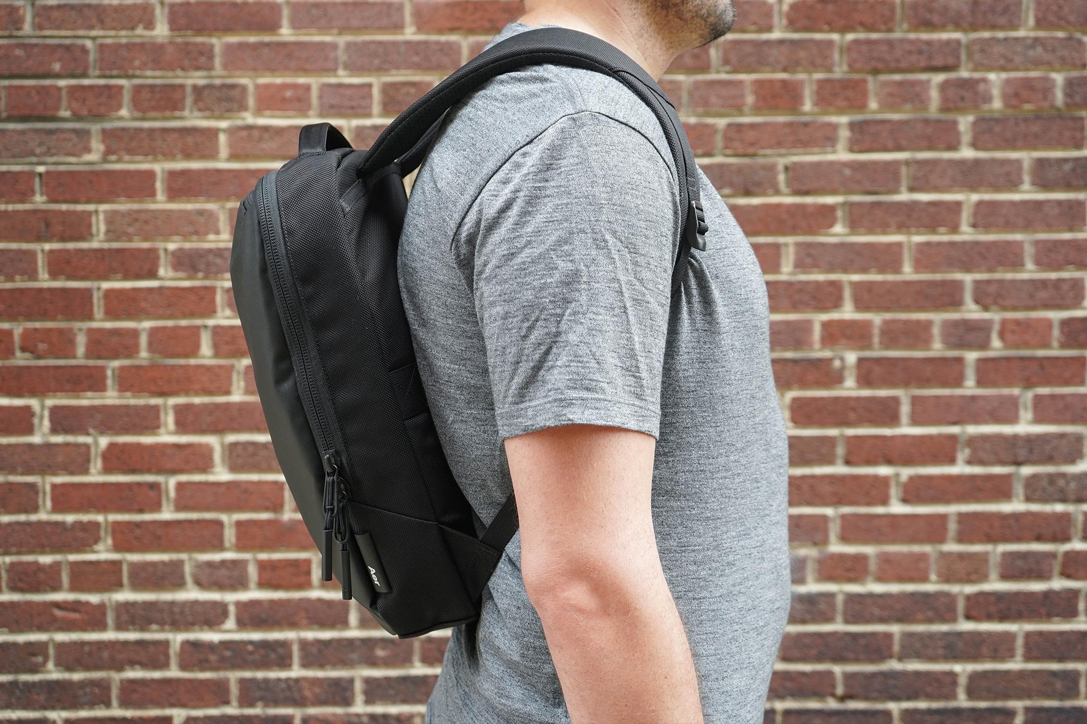 Aer Slim Pack Hover Back Solve