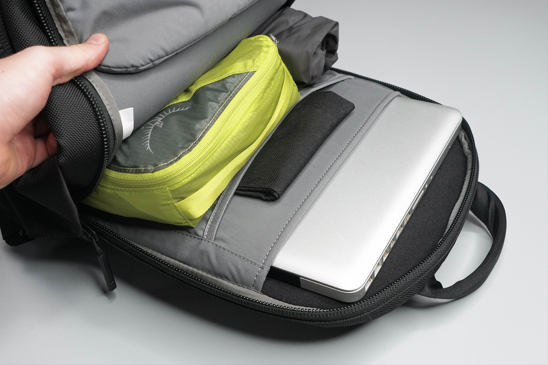Aer Day Pack 2 Main Compartment