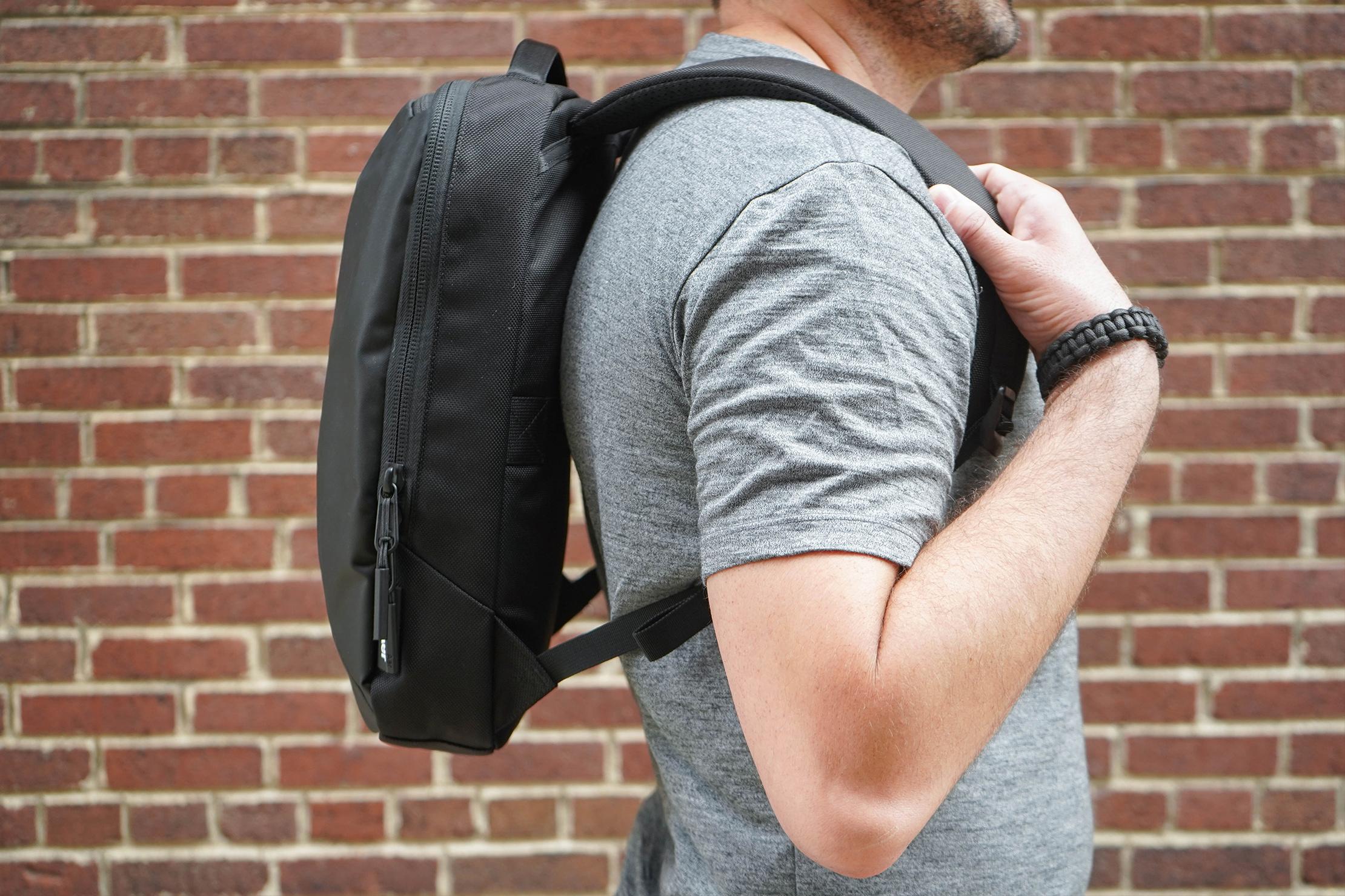 Aer Slim Pack Hover Back