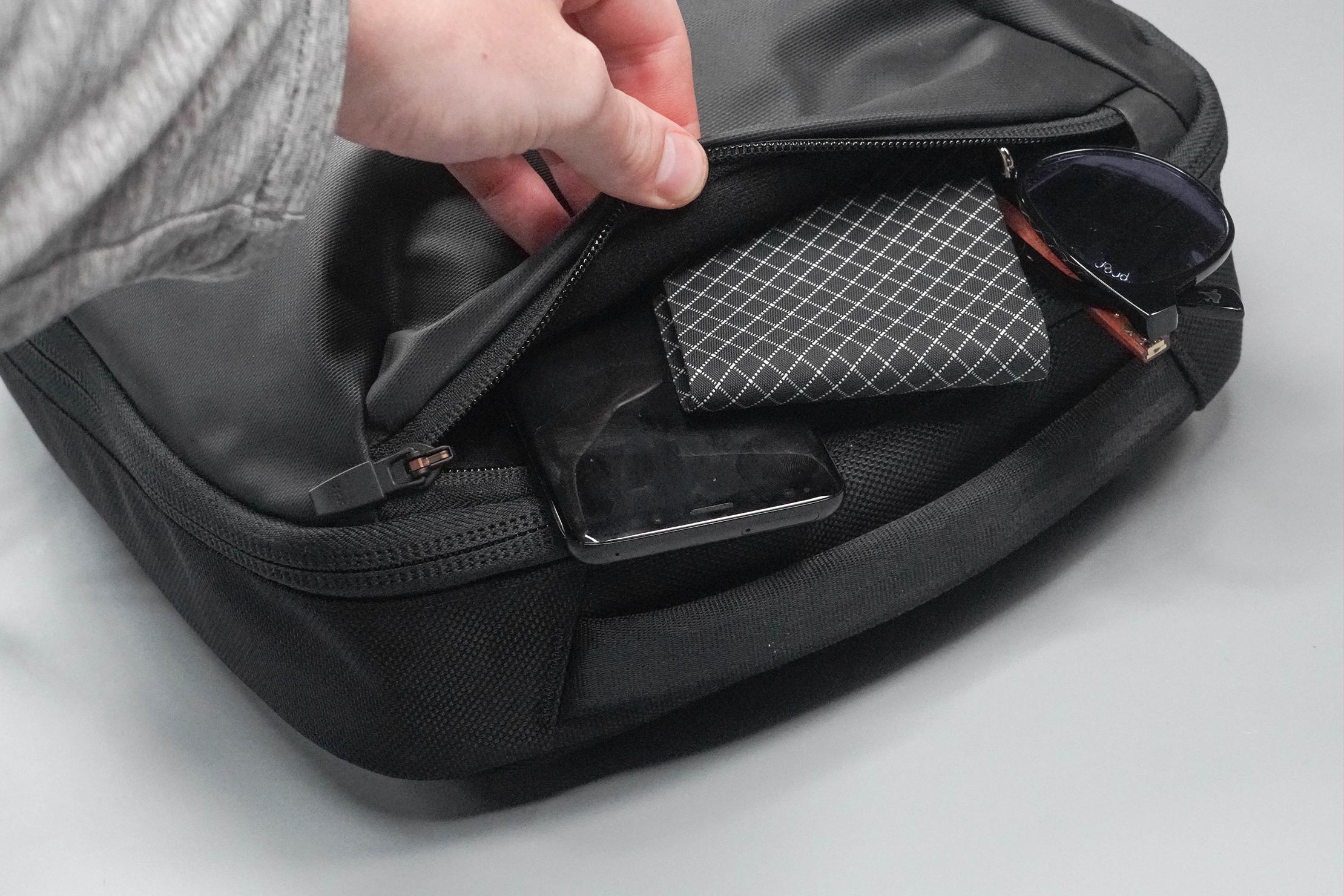 Aer Slim Pack Quick-Grab Pocket