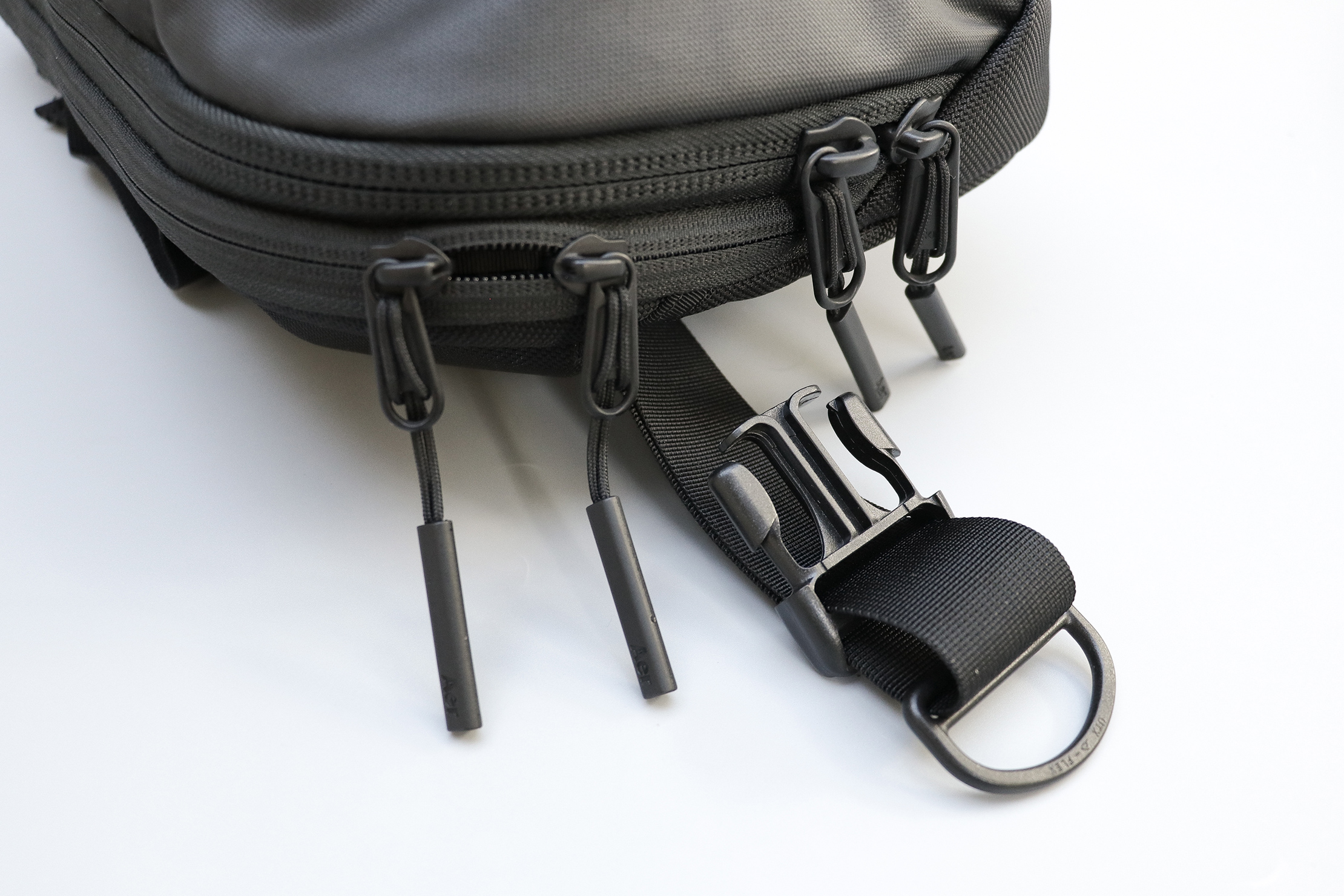 Aer Tech Sling 2 Zippers and Hardware