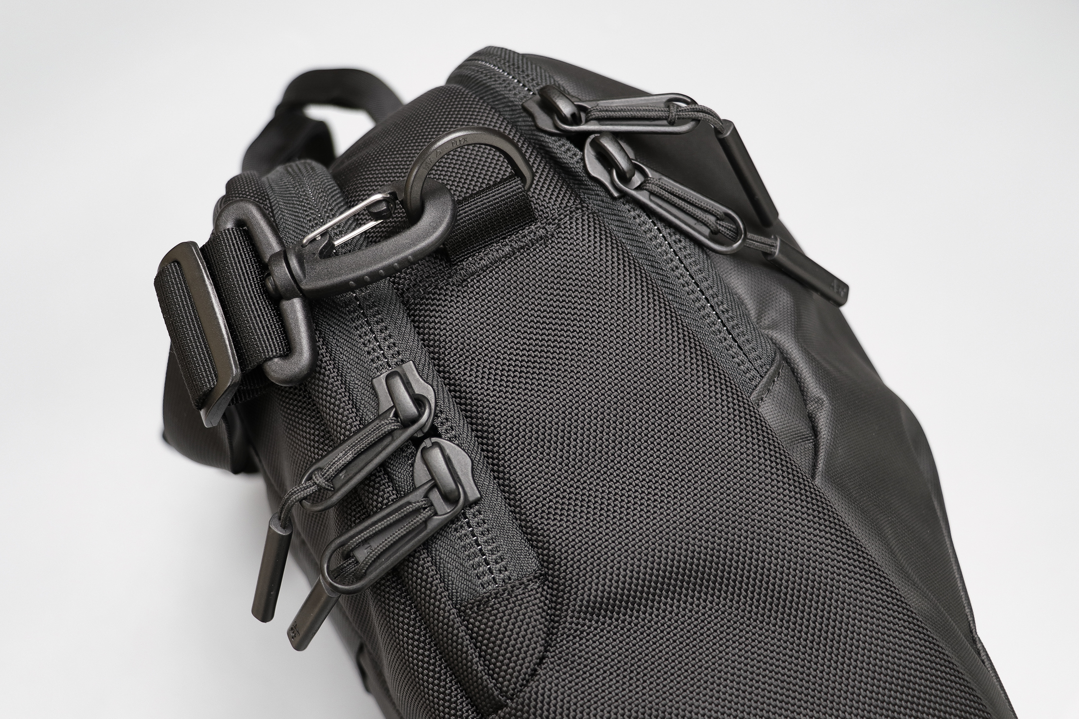 Aer Commuter Brief 2 Zippers & Hardware