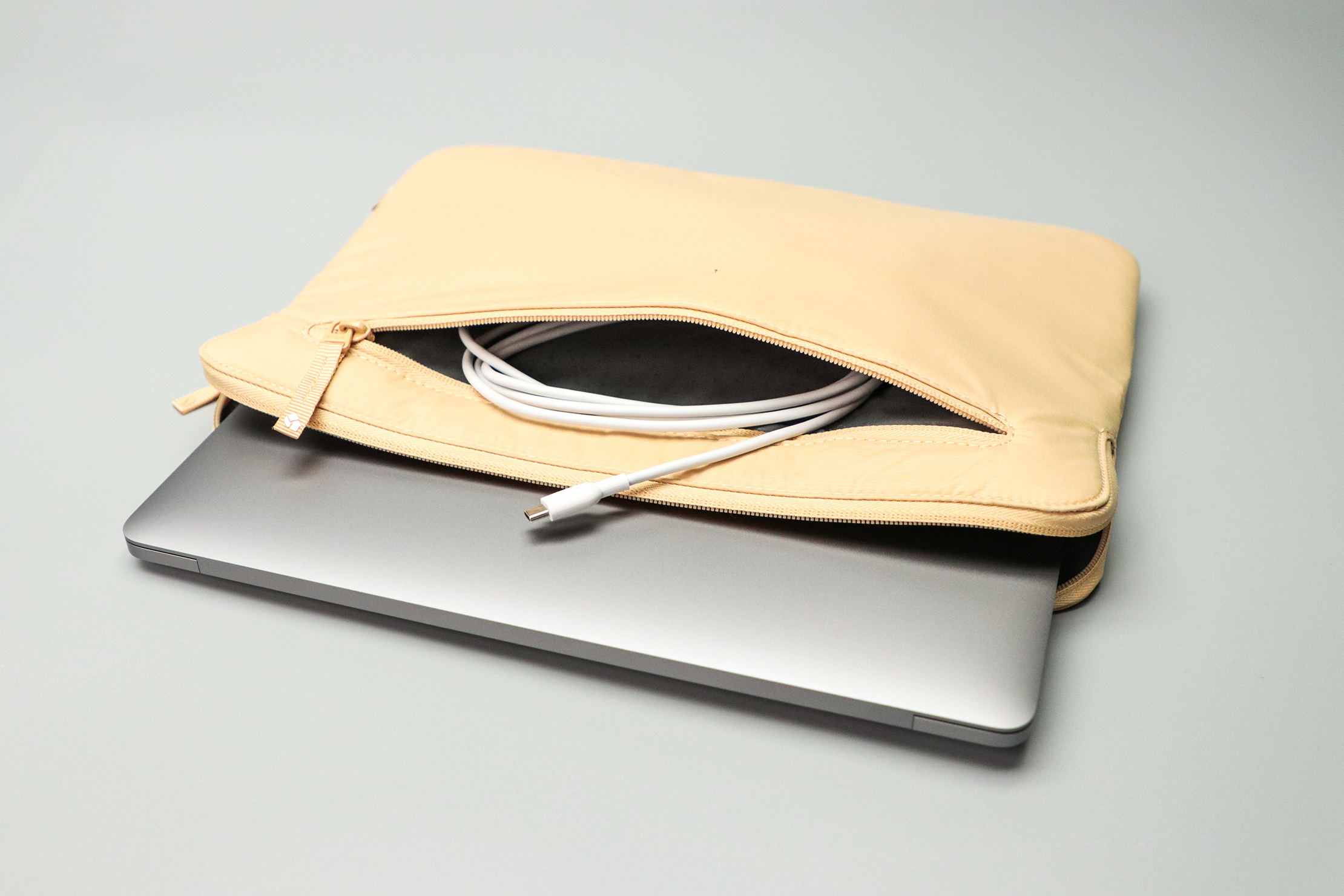 Incase Compact Sleeve with BIONIC front pocket