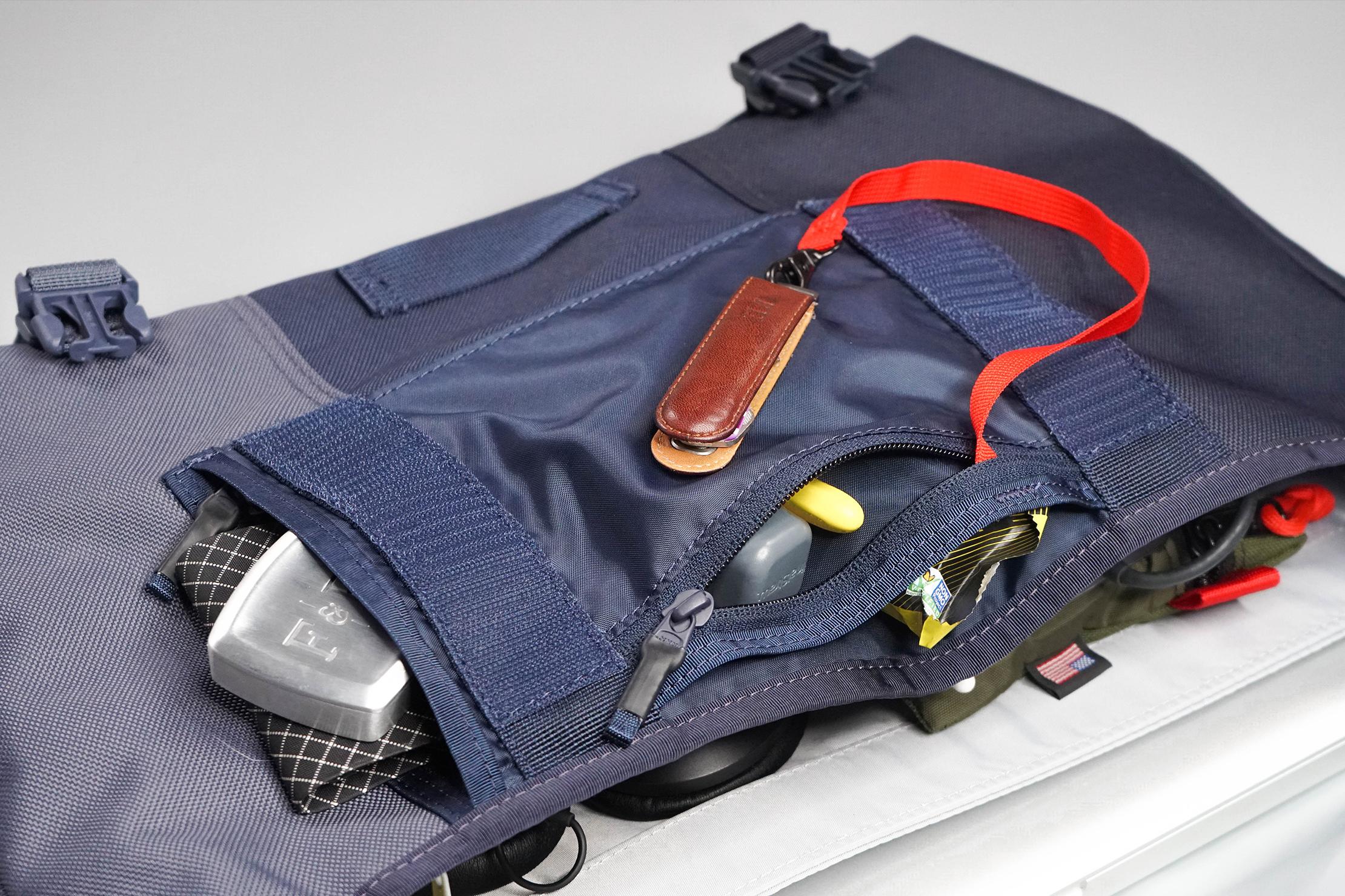 Timbuk2 Classic Messenger Bag Front Organization