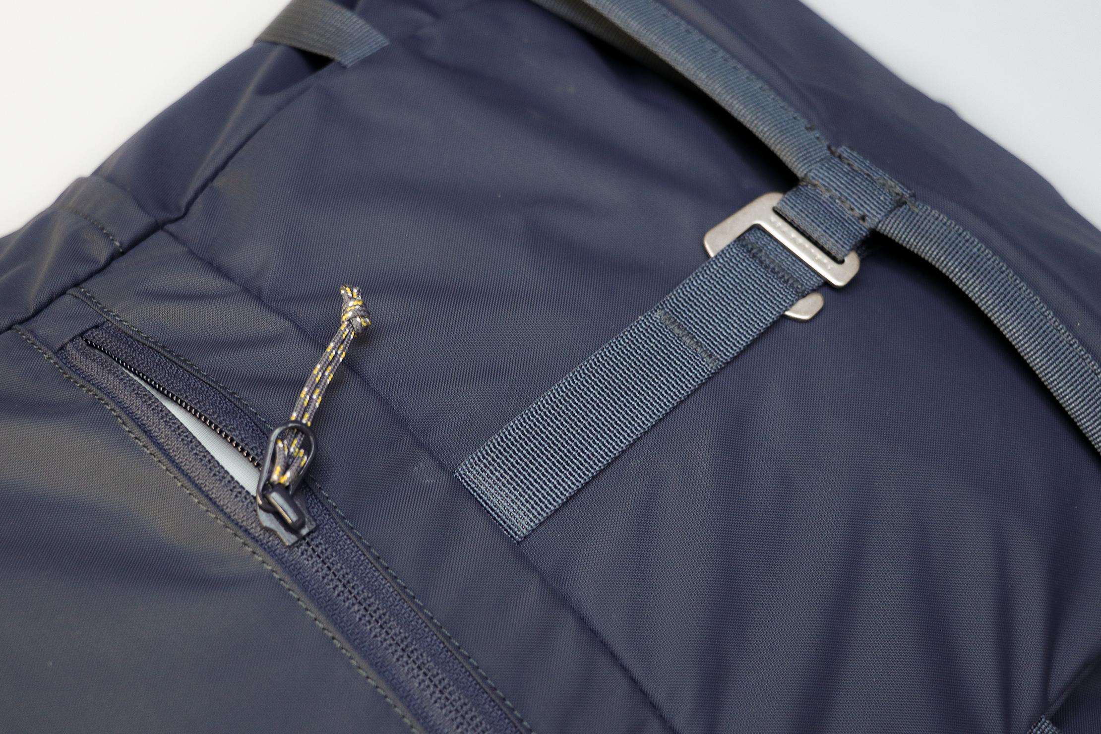 Fjallraven High Coast Foldsack 24 Zippers and Hardware