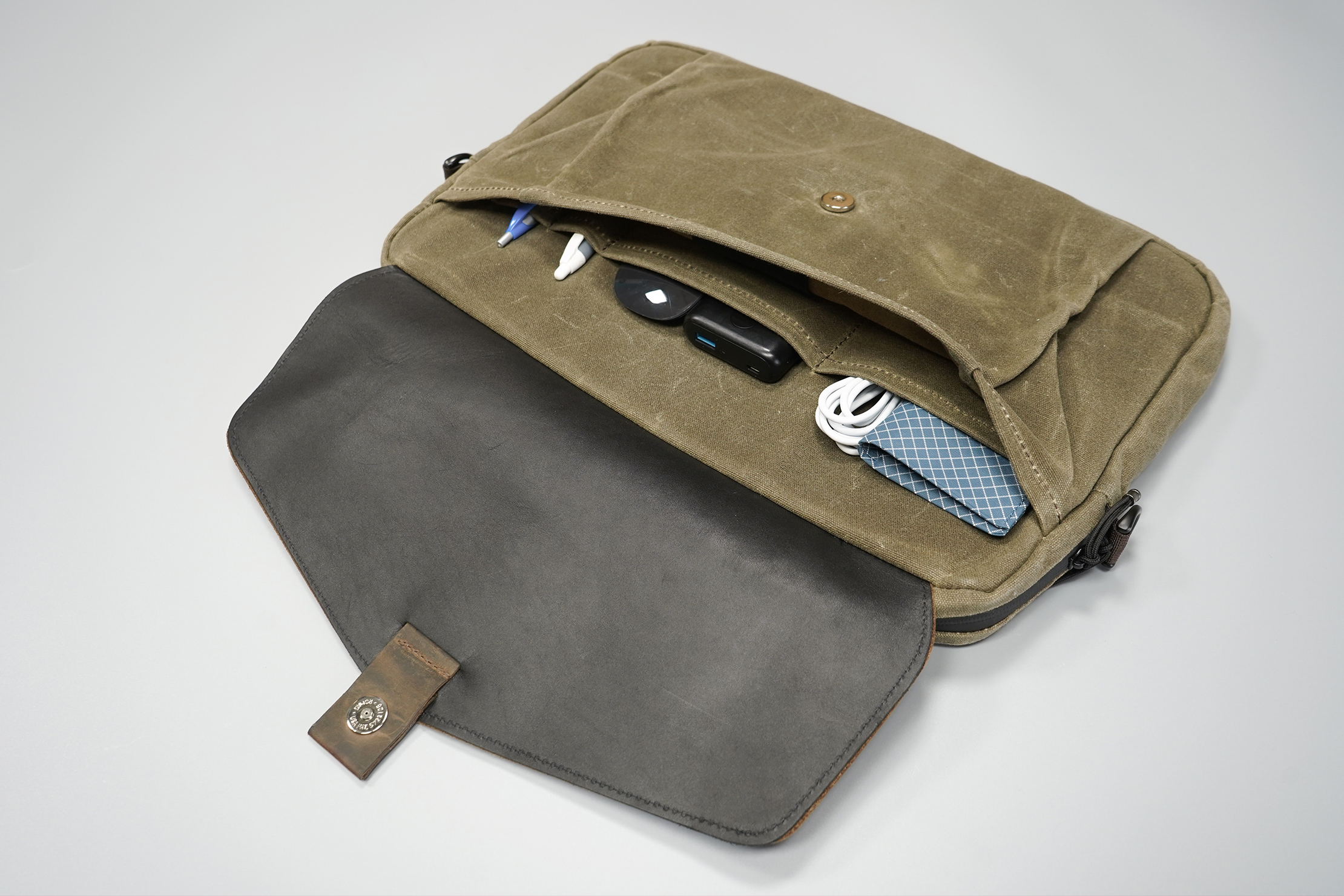WaterField Designs Outback Duo Laptop Brief | Fill it up, but keep it slim so that the magnet can still home in