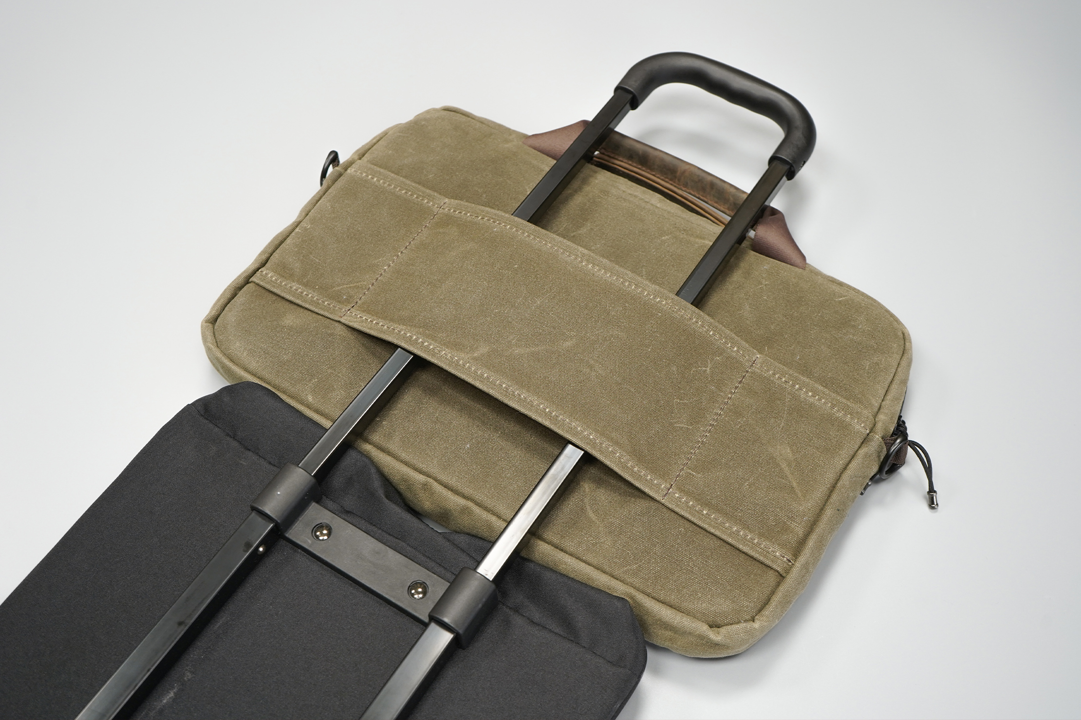 WaterField Designs Outback Duo Laptop Brief | The brief can hitch a ride on your luggage when your shoulder gets tired
