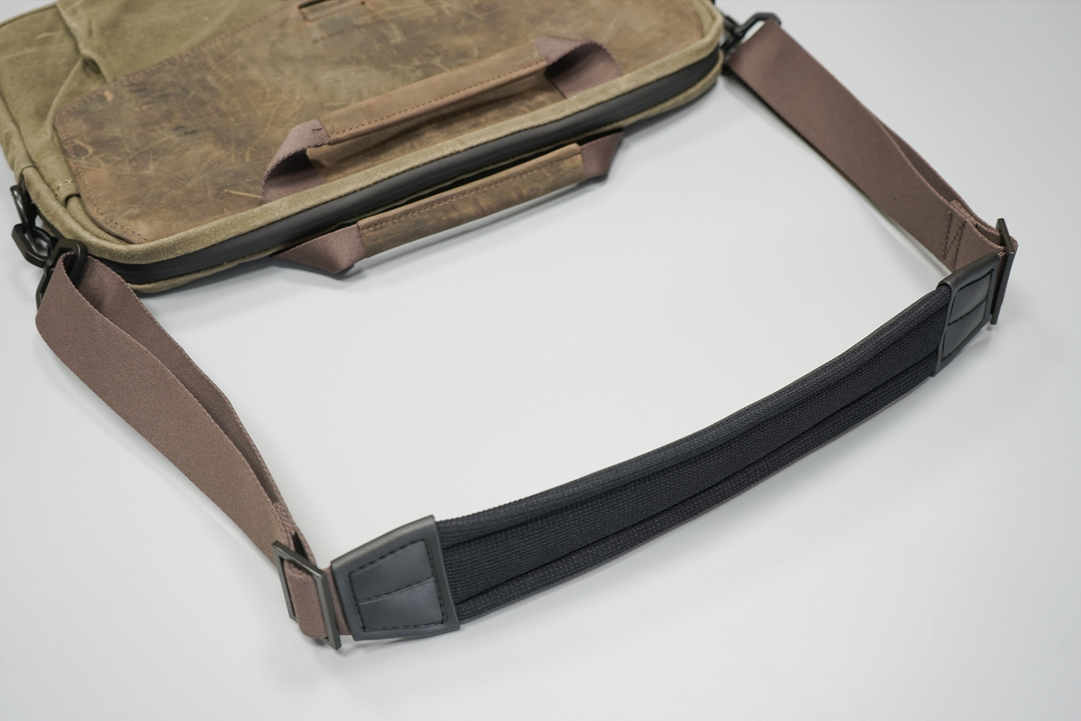WaterField Designs Outback Duo Laptop Brief | Supreme Suspension Shoulder Strap—how's that for alliteration?
