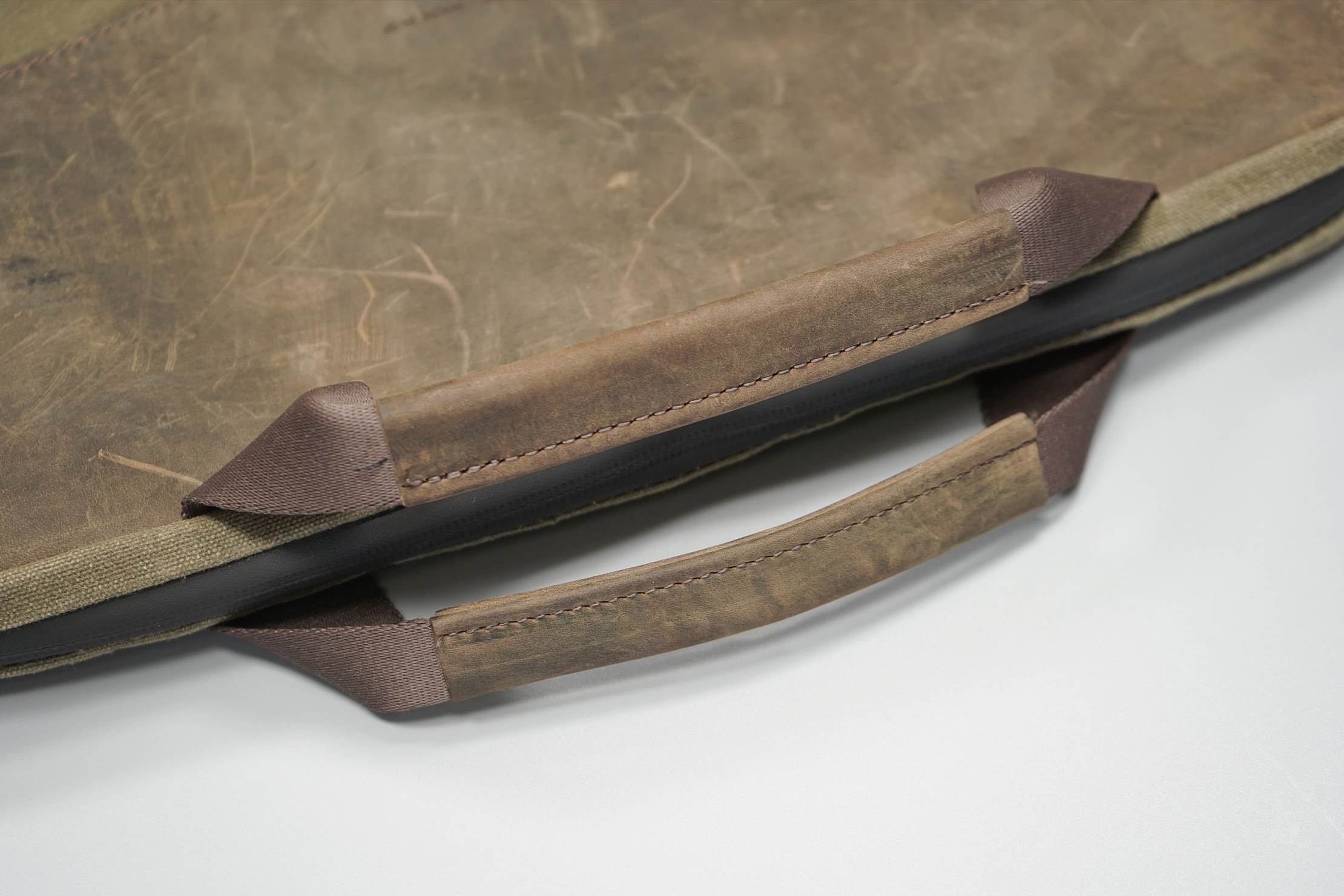 WaterField Designs Outback Duo Laptop Brief | The handles are also clad in leather
