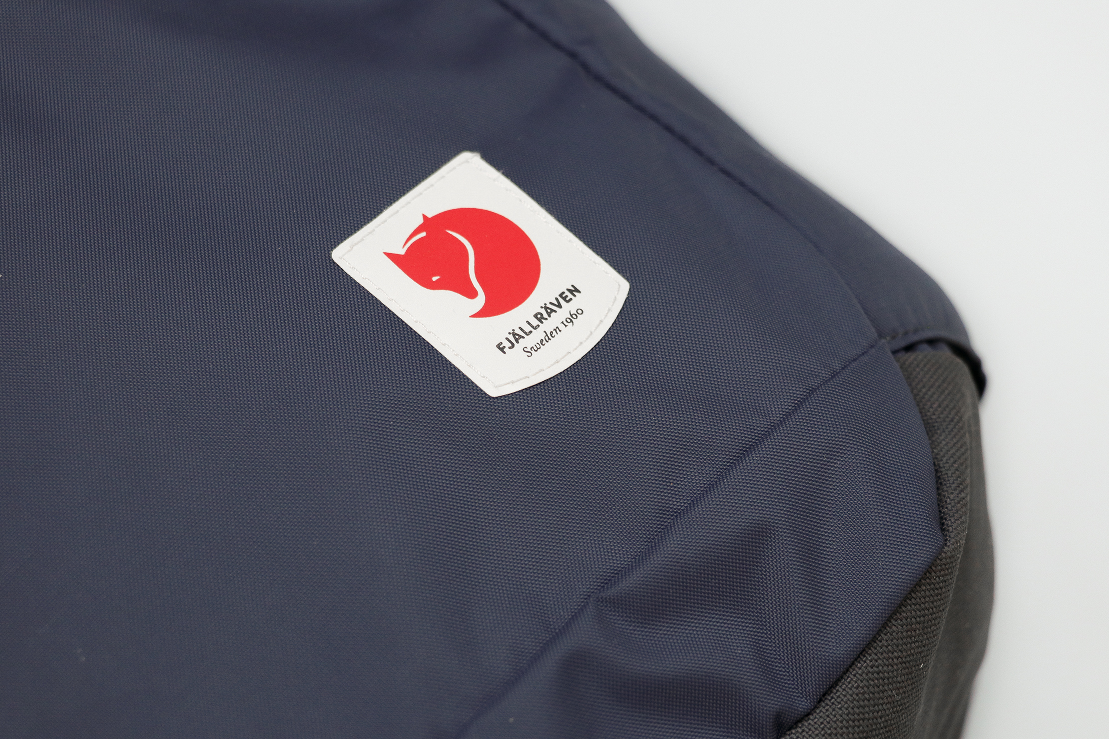 Fjallraven High Coast Foldsack 24 Material and Logo