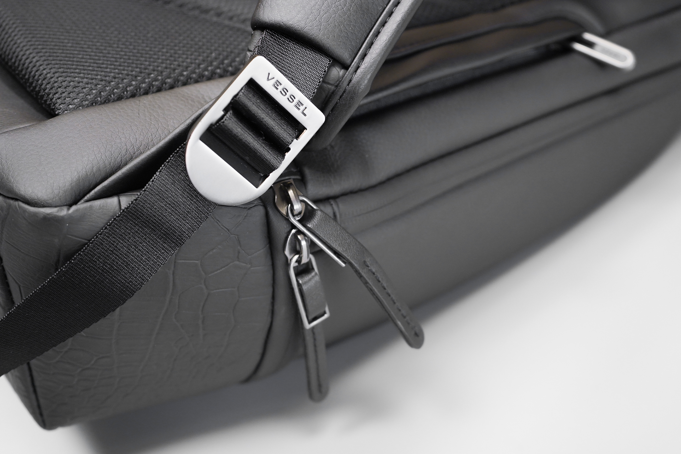 VESSEL Signature 2.0 Backpack Zippers and Hardware