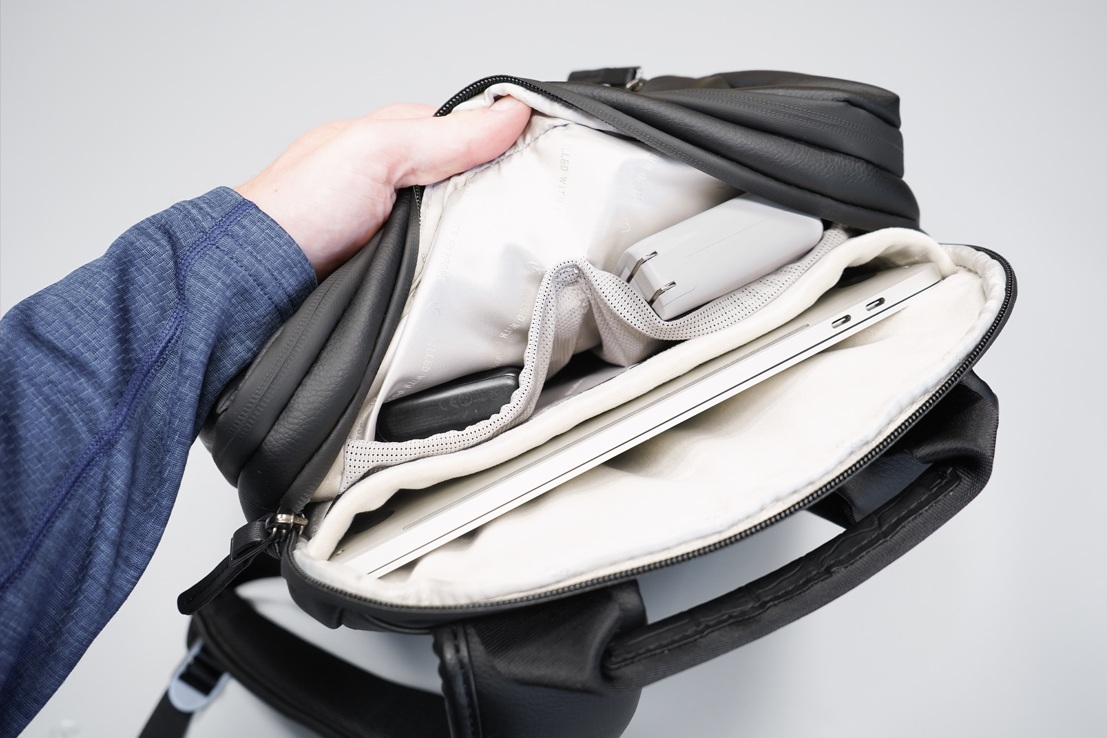 VESSEL Signature 2.0 Backpack Laptop Compartment