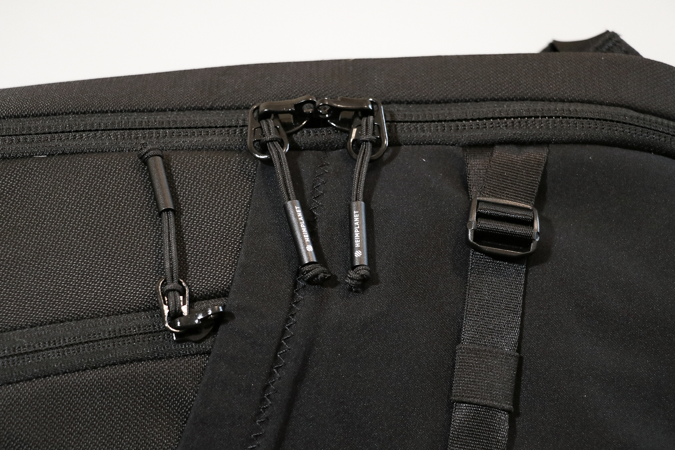 Heimplanet Travel Pack 28L (V2) Zippers and Hardware