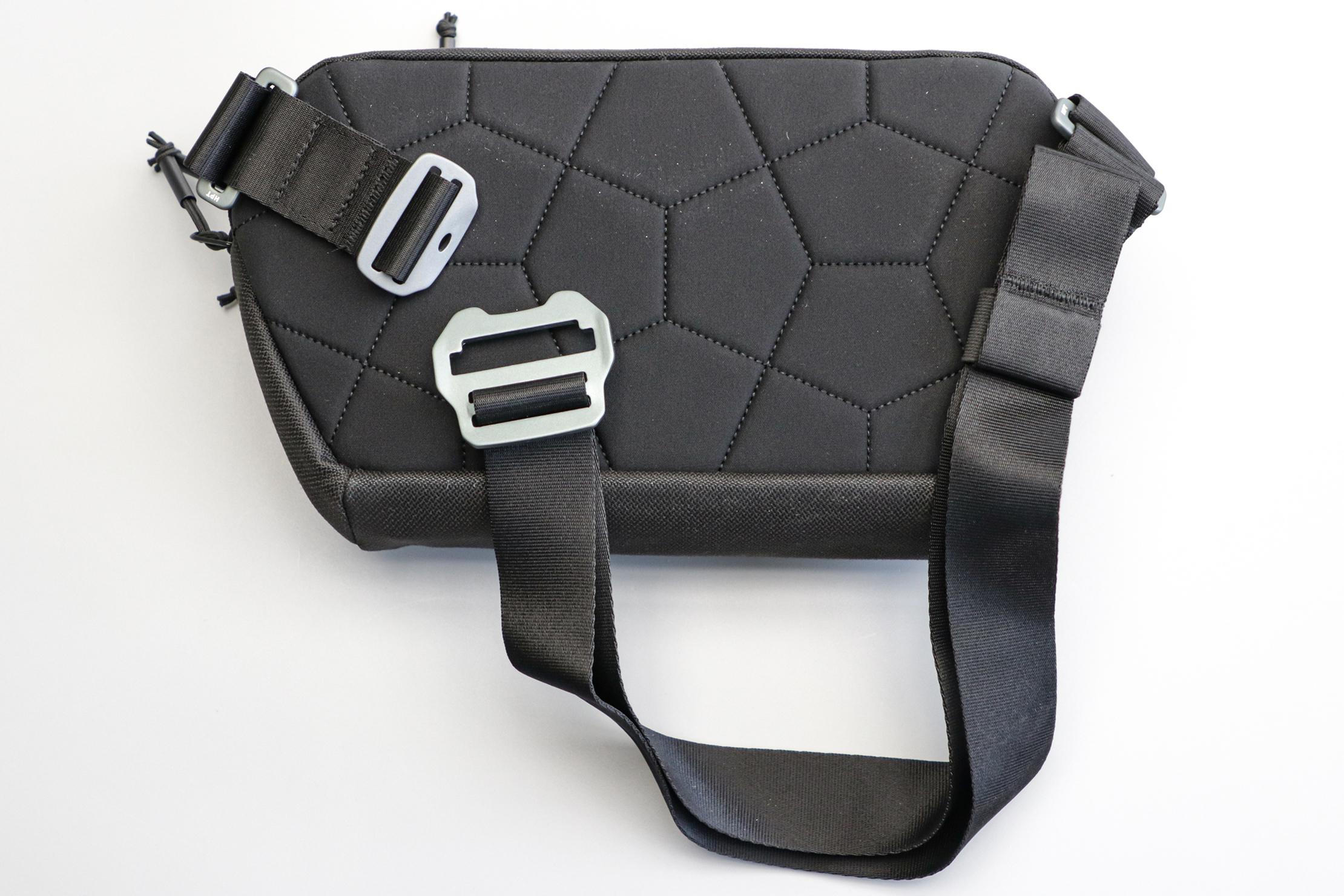 heimplanet-transit-line-sling-pocket-xl-back-with-strap