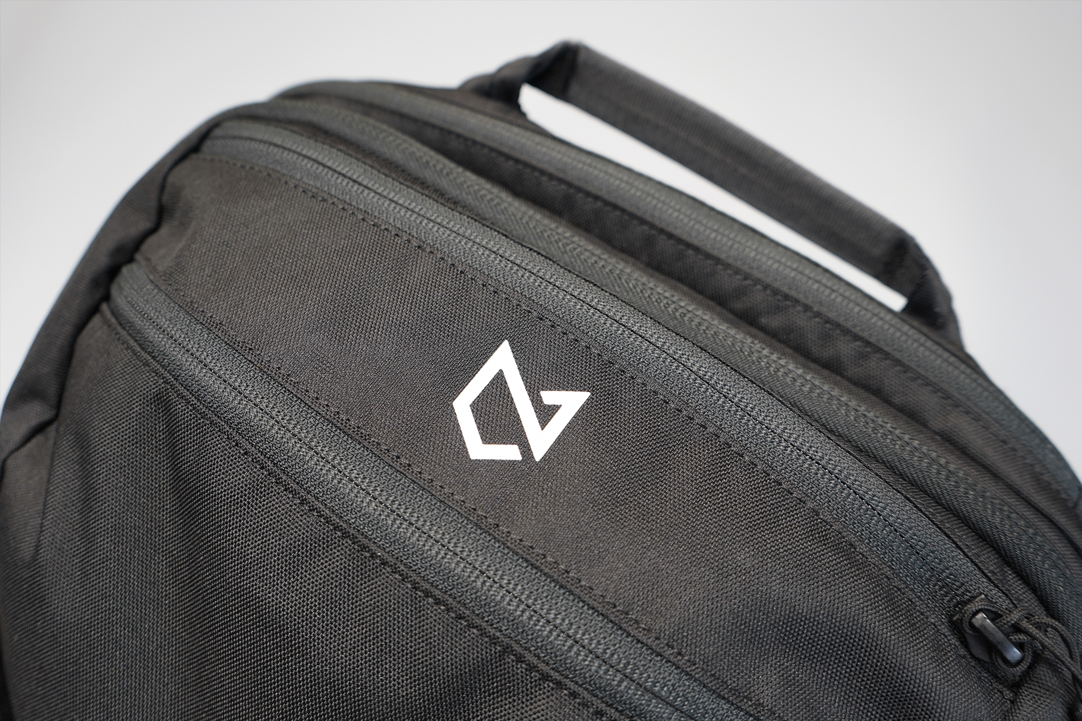 Minaal Carry-On 3.0 | A new white logo takes over from the old blue one