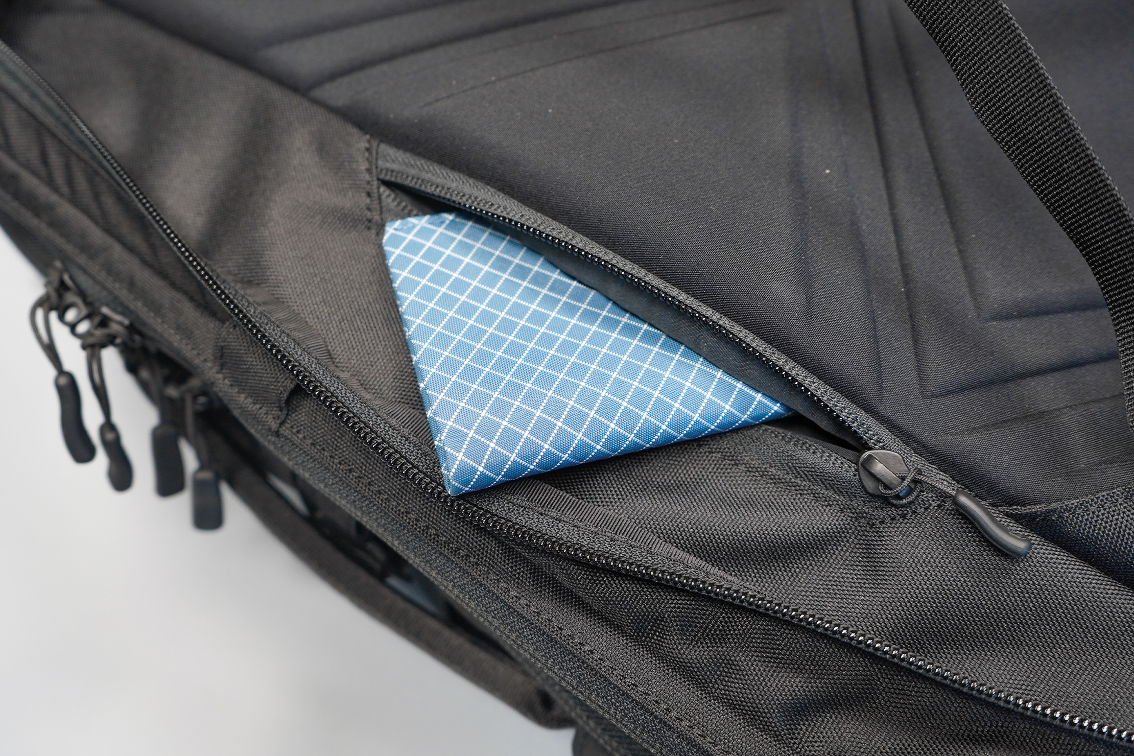 Minaal Carry-On 3.0 | The security pocket is way inland for better protection