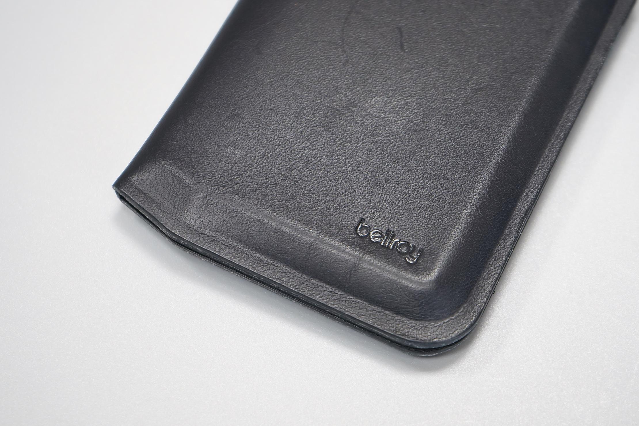 Bellroy Apex Slim Sleeve | Leather material & logo