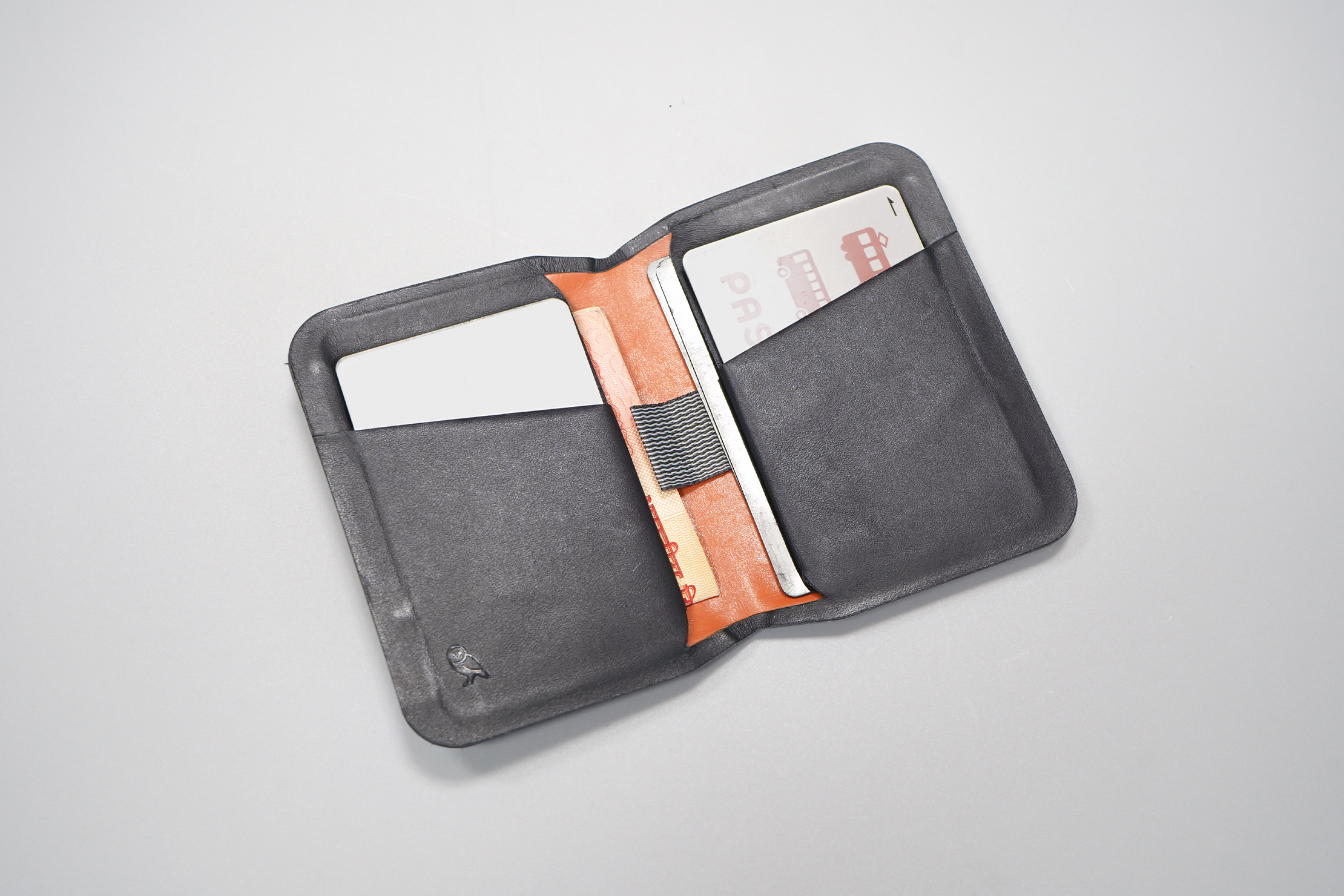 Bellroy Apex Slim Sleeve | Interior filled with six cards and six US Dollar bills
