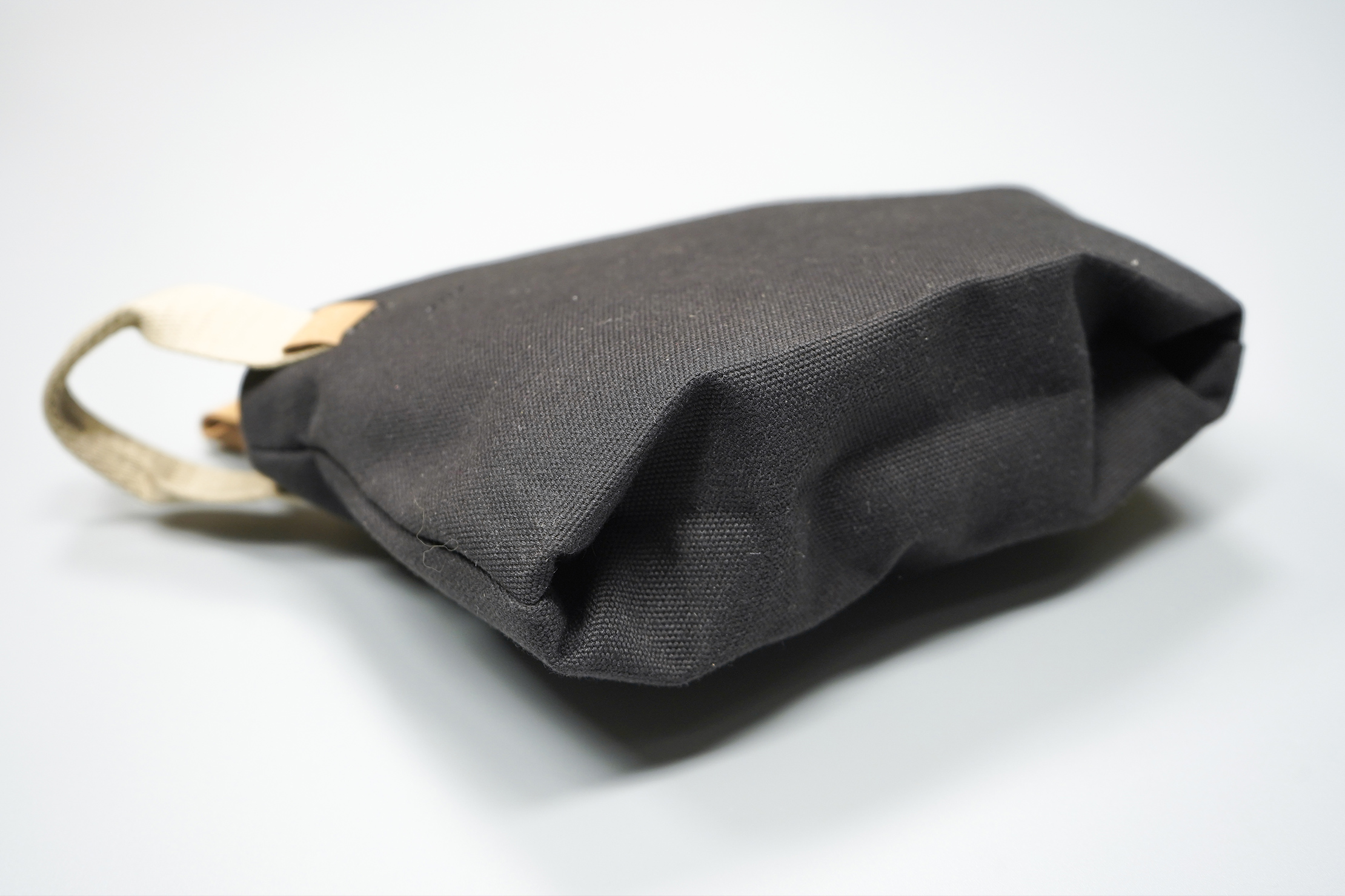 Bellroy Standing Pouch | Gussets give the pouch legs to stand on