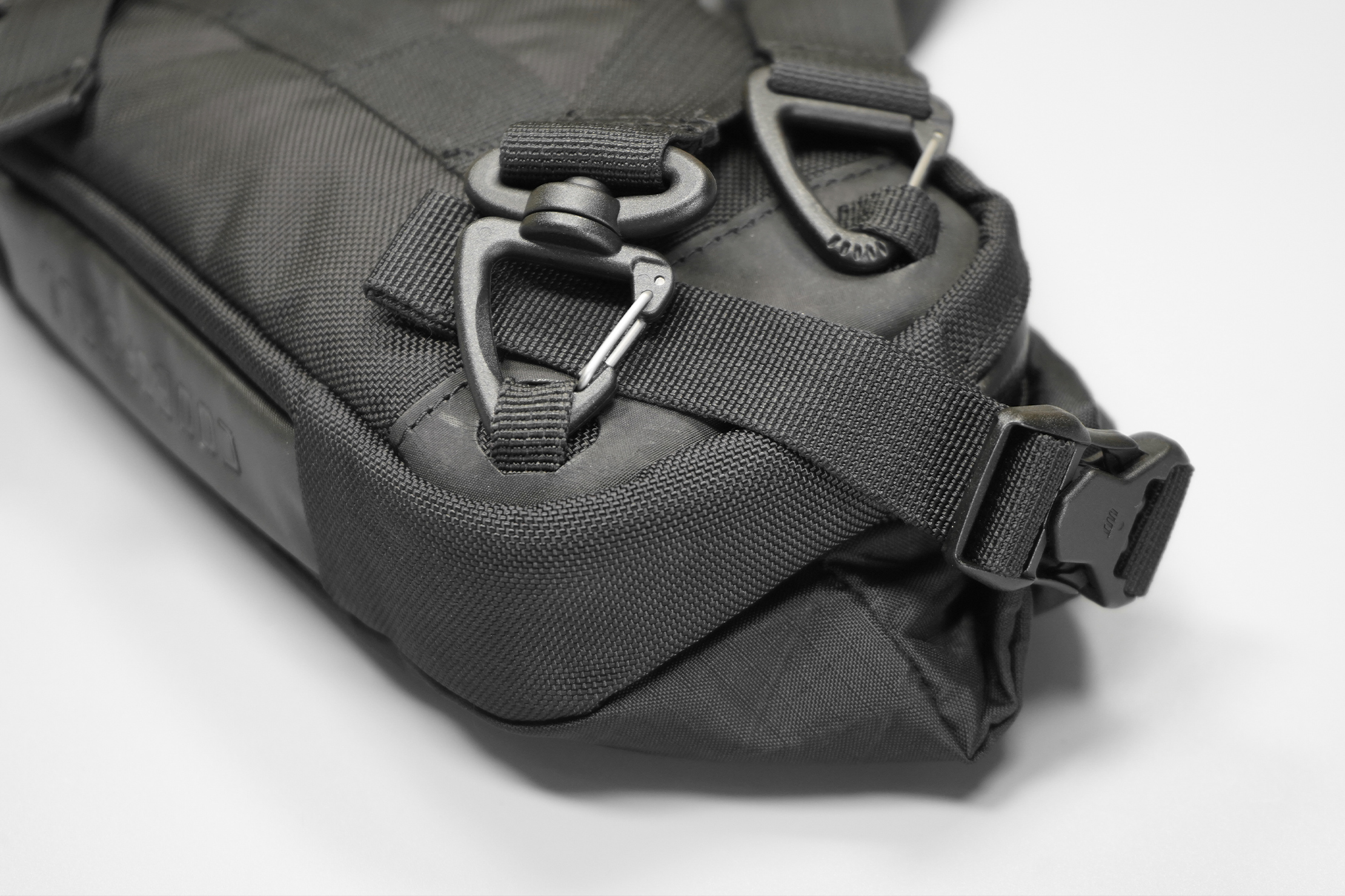 CODEOFBELL ANNEX CARRIER | Gatekeeper clips, side compression straps, and nylon webbing—all excellent quality of life features