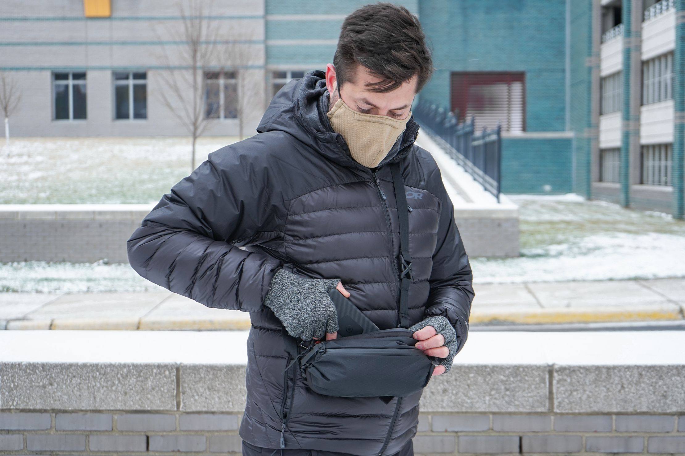 CODEOFBELL ANNEX CARRIER | A smartphone will fit snuggly inside between the two mesh pockets