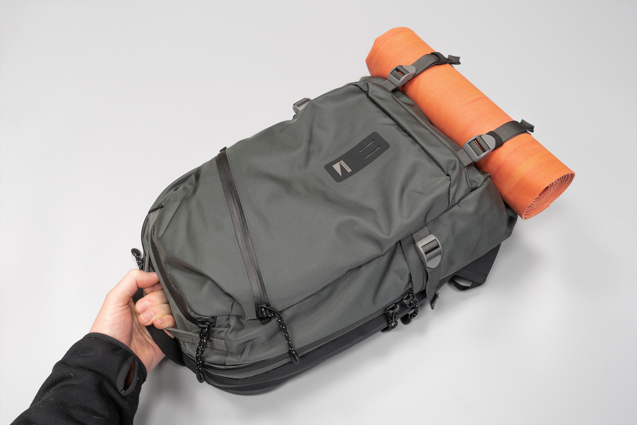 Lander Commuter Backpack 25L | Dual top handles makes for a balanced carry