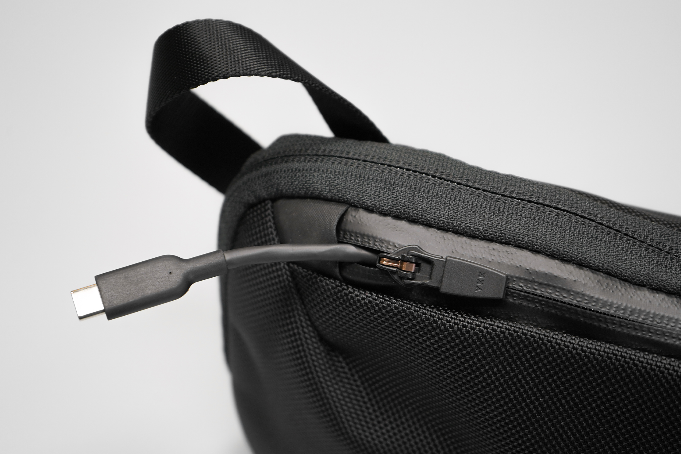 Aer Slim Pouch | Feel free to yank on your cable as long as the zipper tab's down