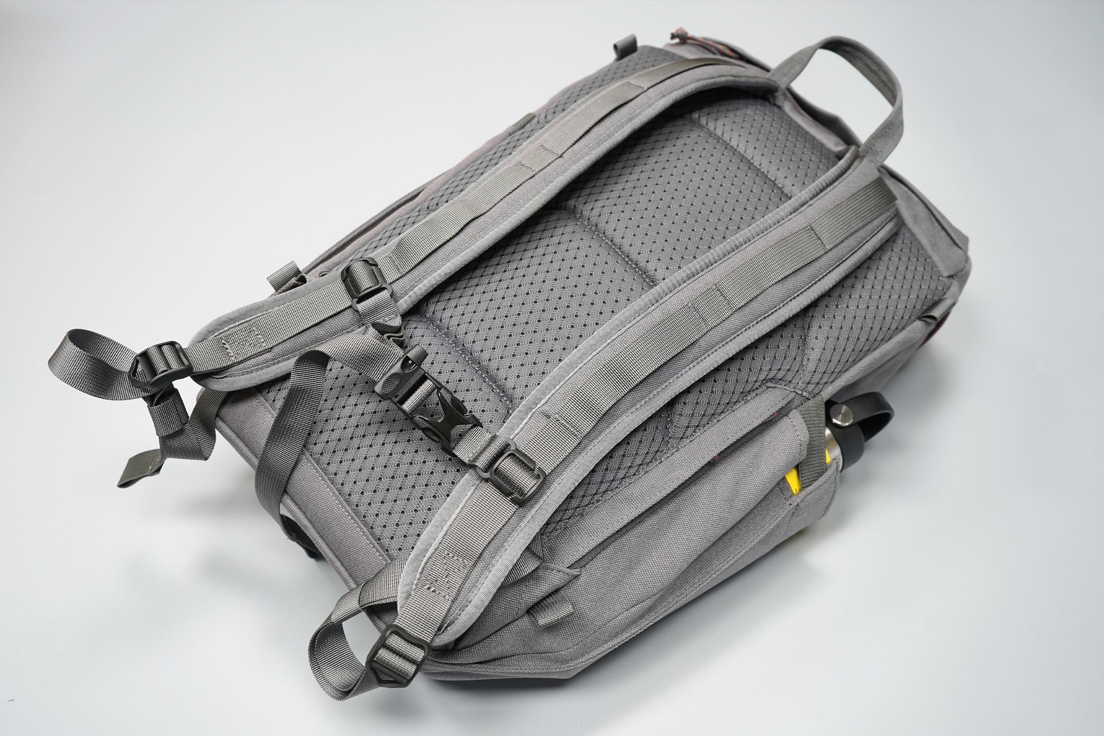 Salkan Backpacker | Daypack's back panel and harness system