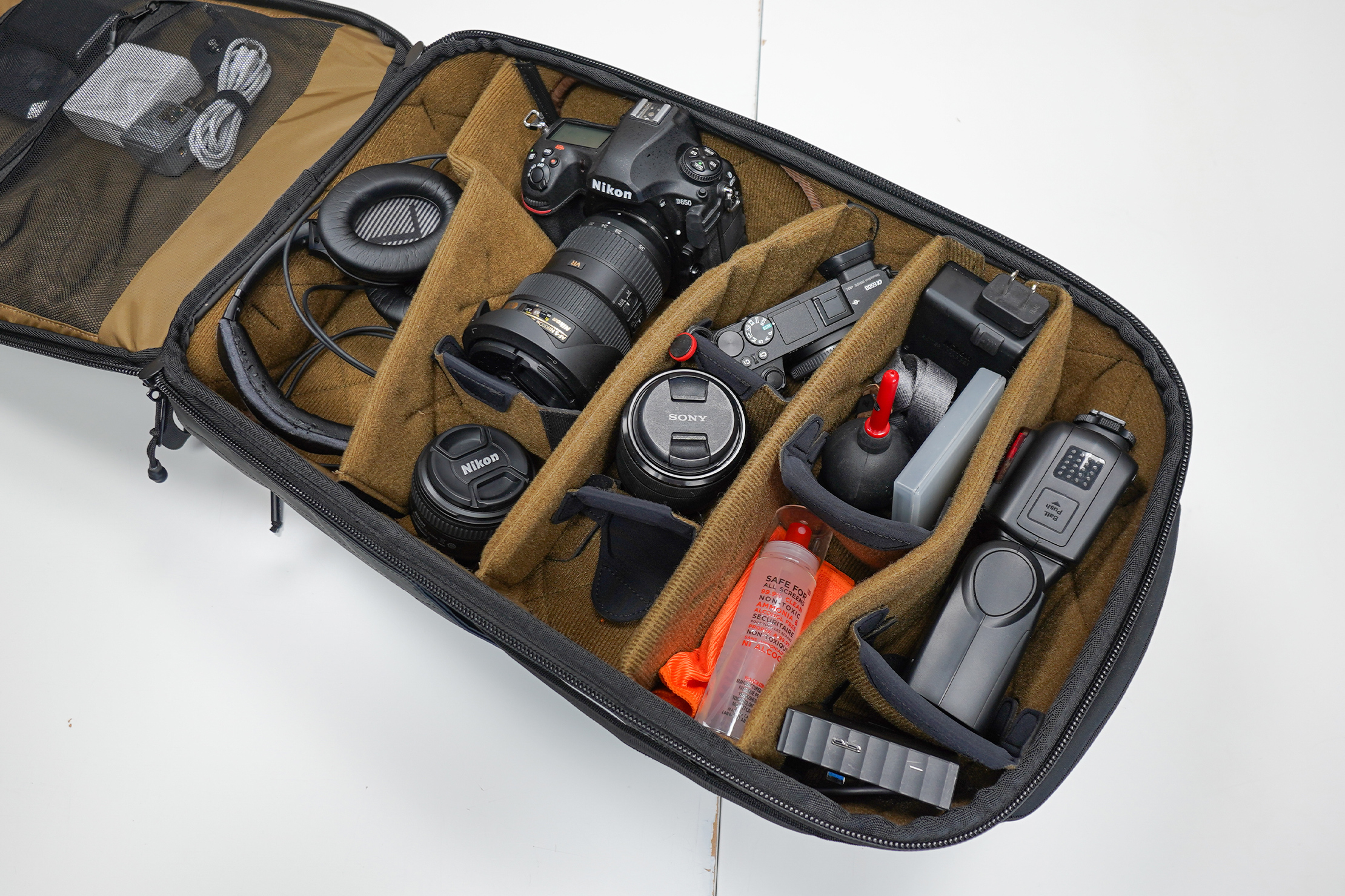 NOMATIC McKinnon Camera Pack 35L | You can adjust the dividers to your needs or take them out altogether
