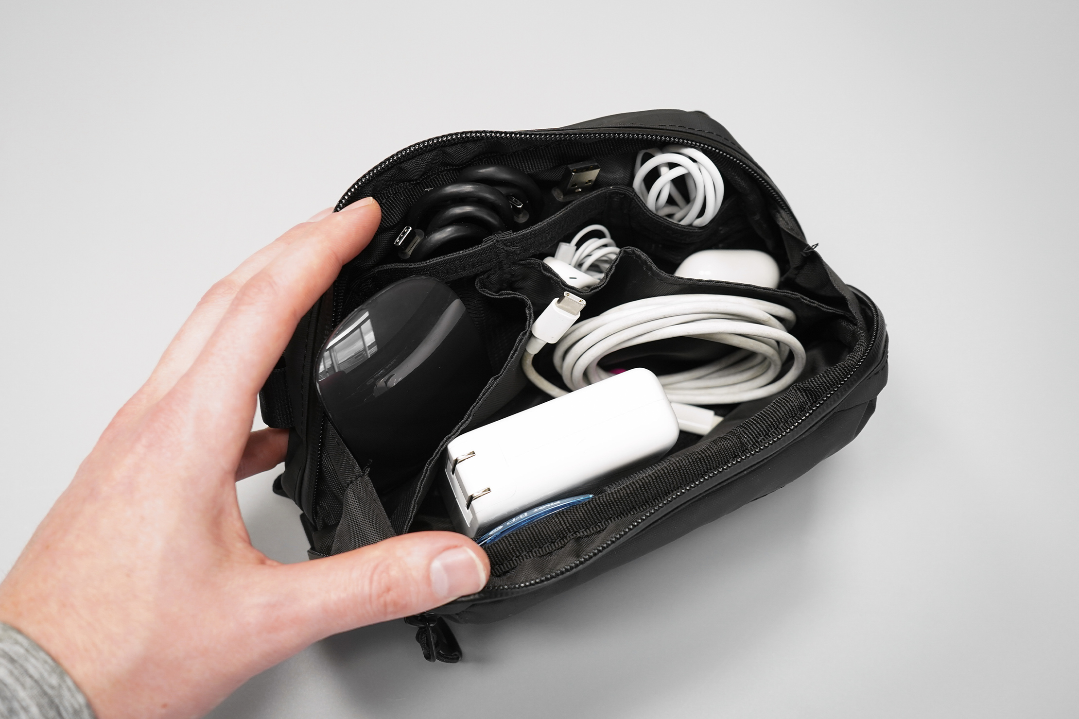 WANDRD Tech Bag Medium packed out